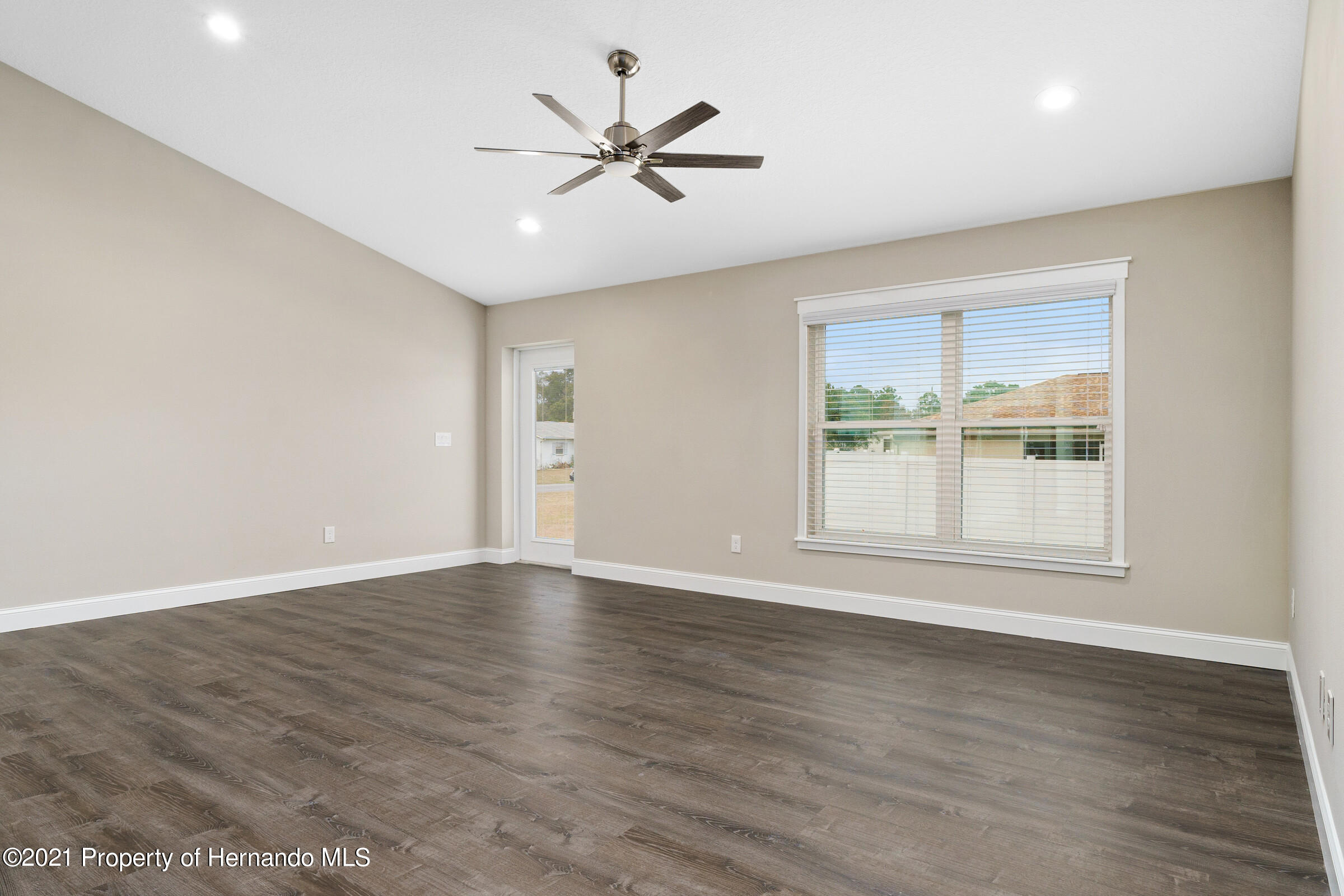 Listing photo id 23 for 0 Day Owl Avenue