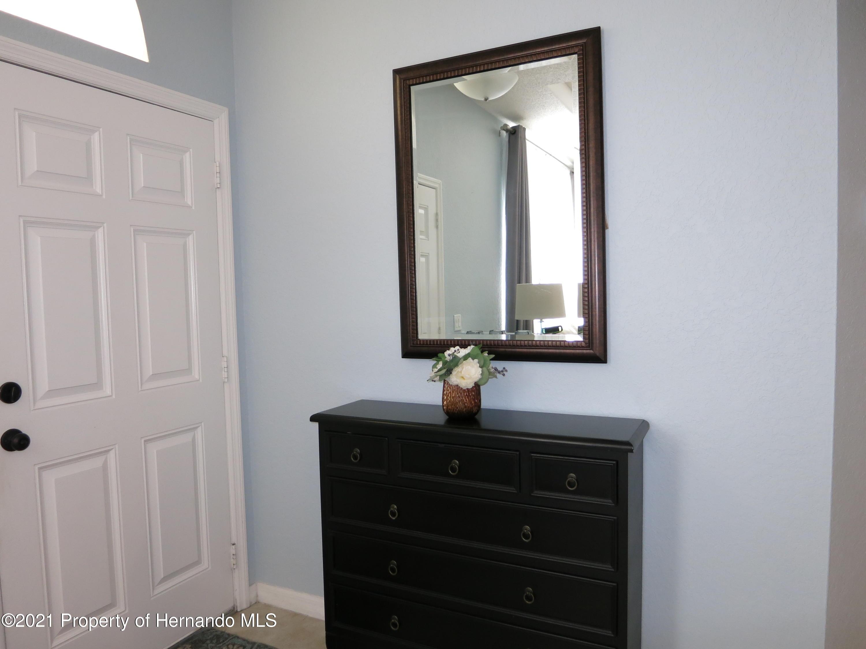 Listing photo id 3 for 8267 Cresap Street