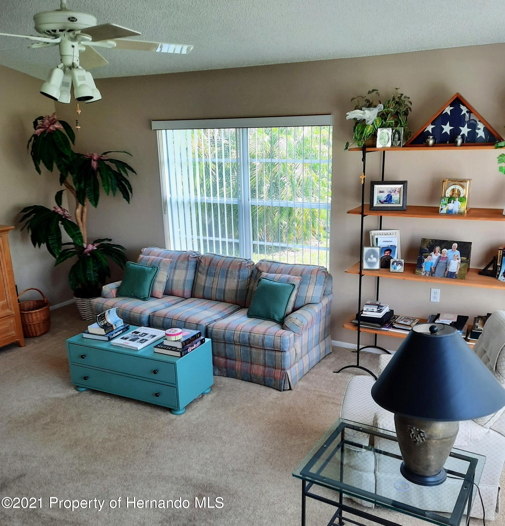 Listing photo id 6 for 8172 Laurel Green Drive