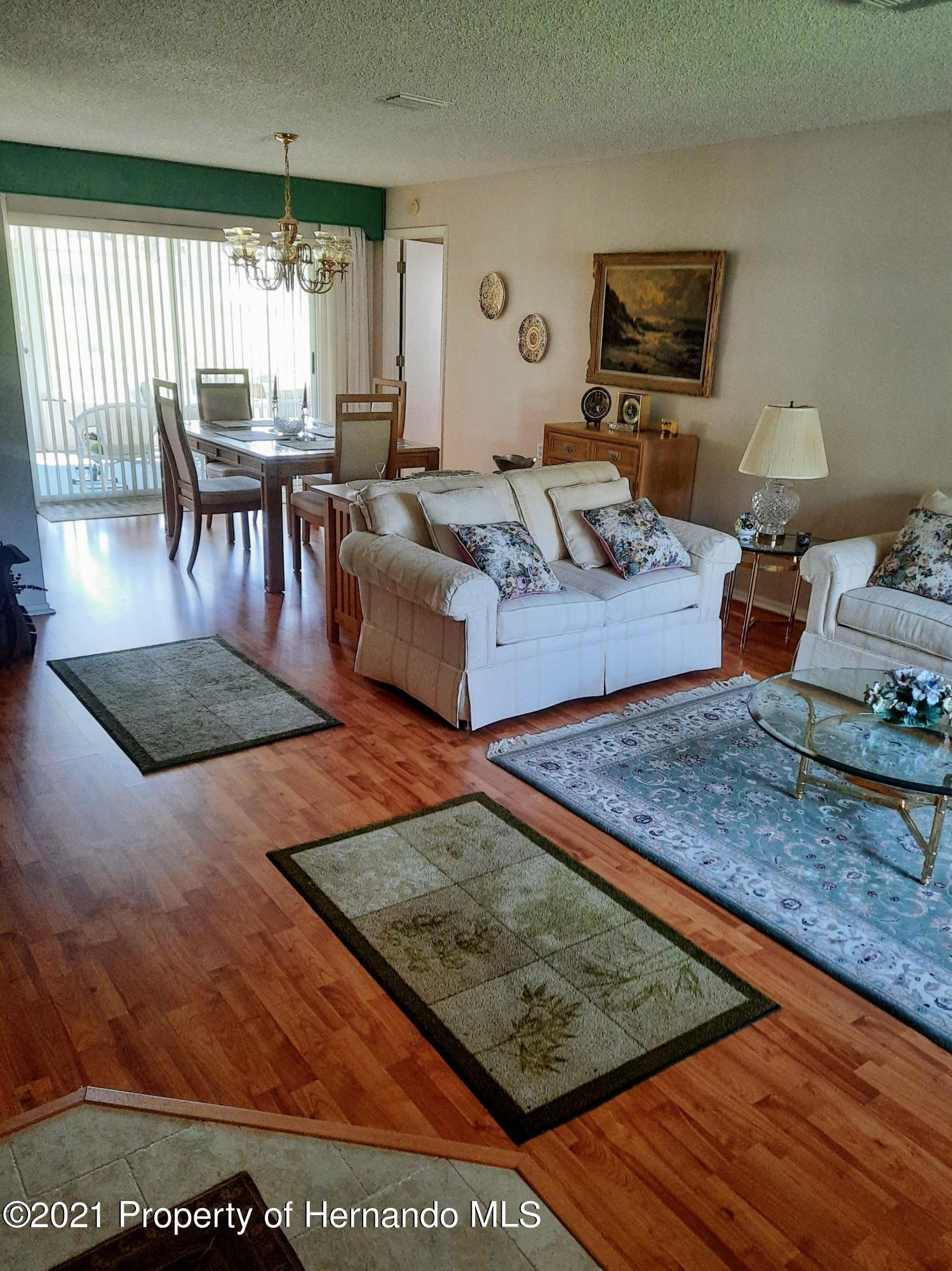 Listing photo id 8 for 8172 Laurel Green Drive