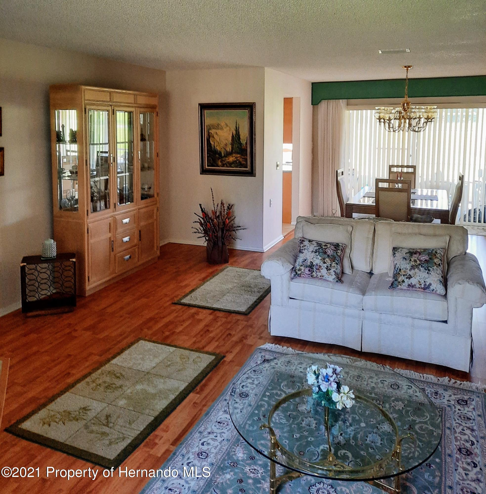 Listing photo id 9 for 8172 Laurel Green Drive