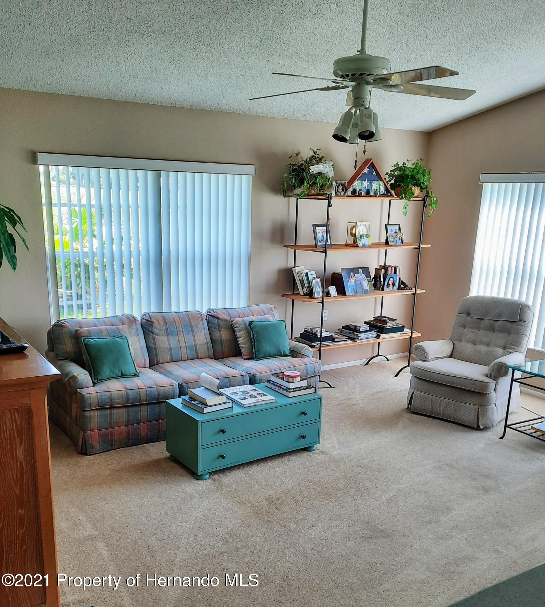 Listing photo id 7 for 8172 Laurel Green Drive