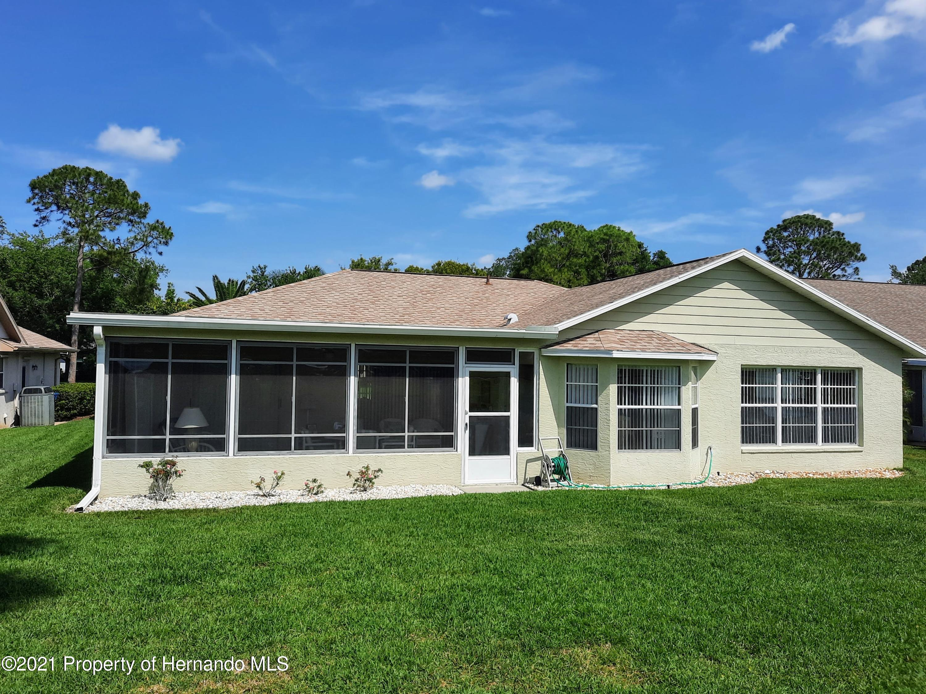 Listing photo id 17 for 8172 Laurel Green Drive