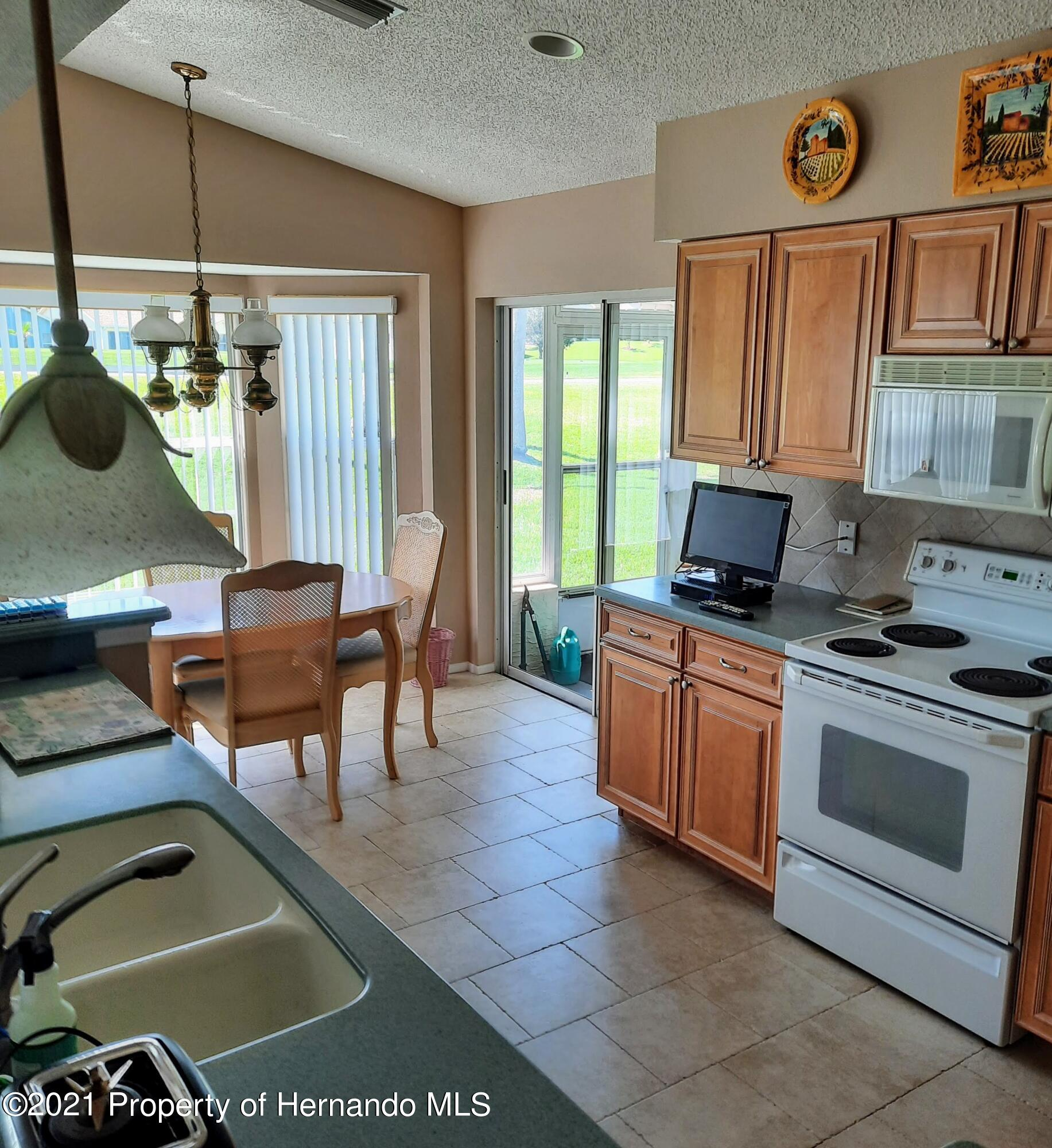 Listing photo id 20 for 8172 Laurel Green Drive