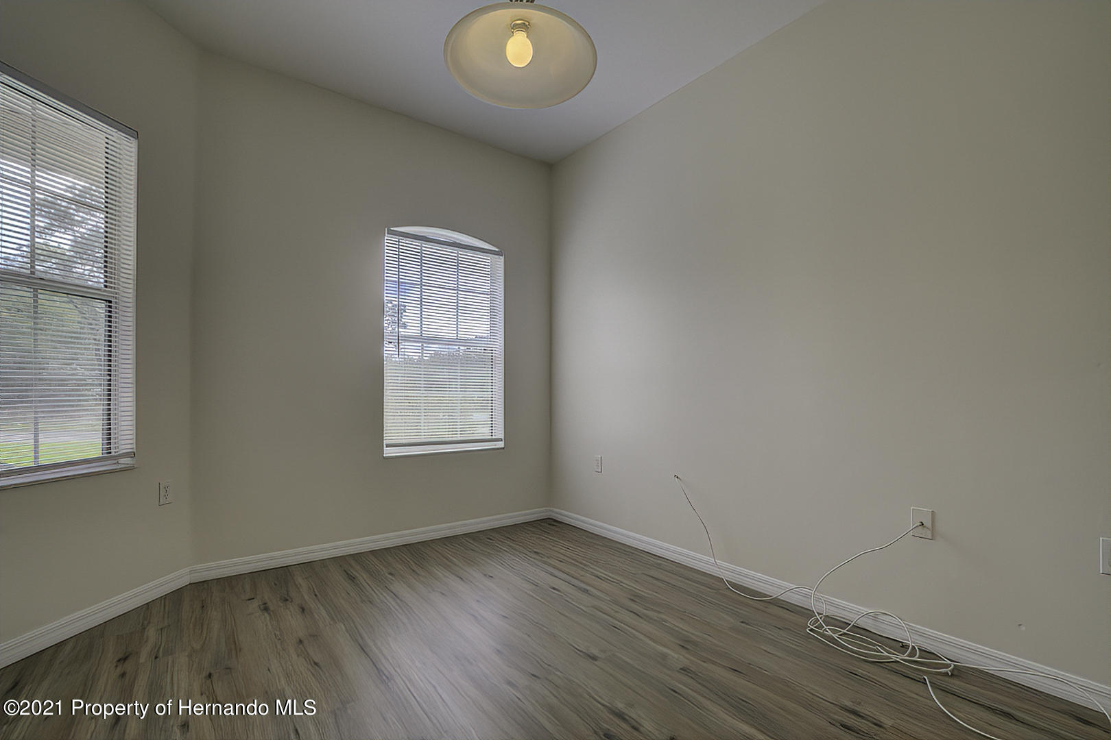 Listing photo id 8 for 7366 Galt Point