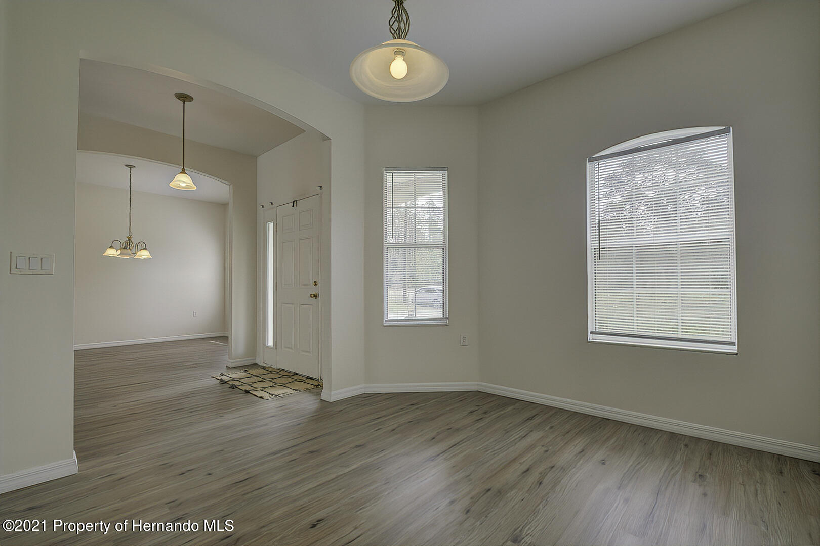 Listing photo id 9 for 7366 Galt Point