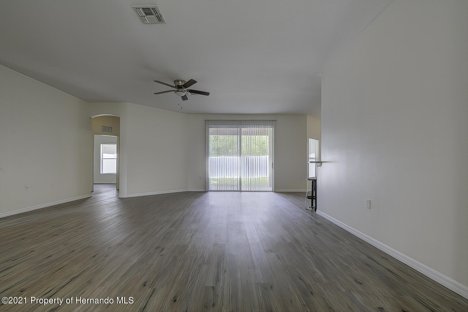 Listing photo id 10 for 7366 Galt Point