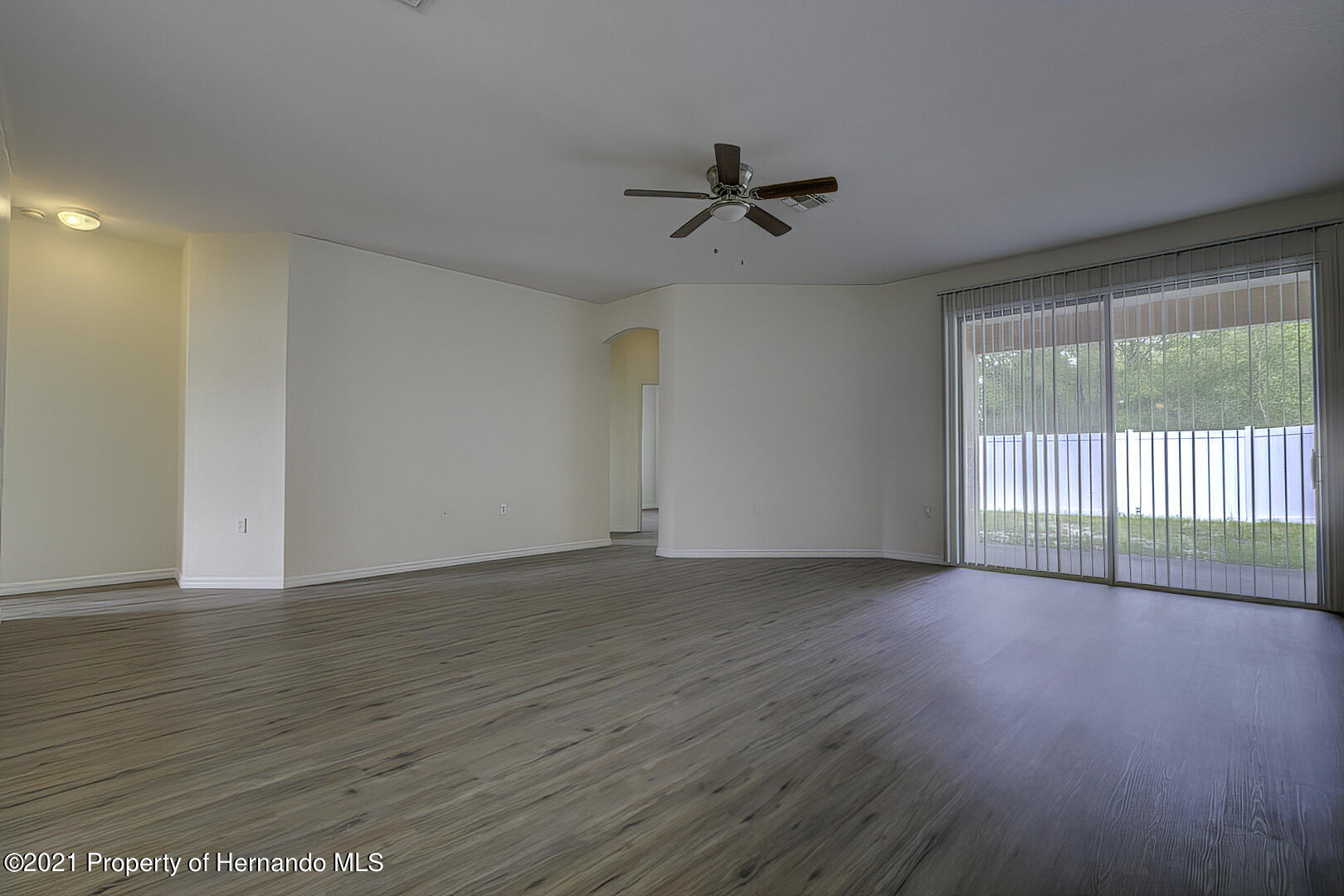 Listing photo id 11 for 7366 Galt Point