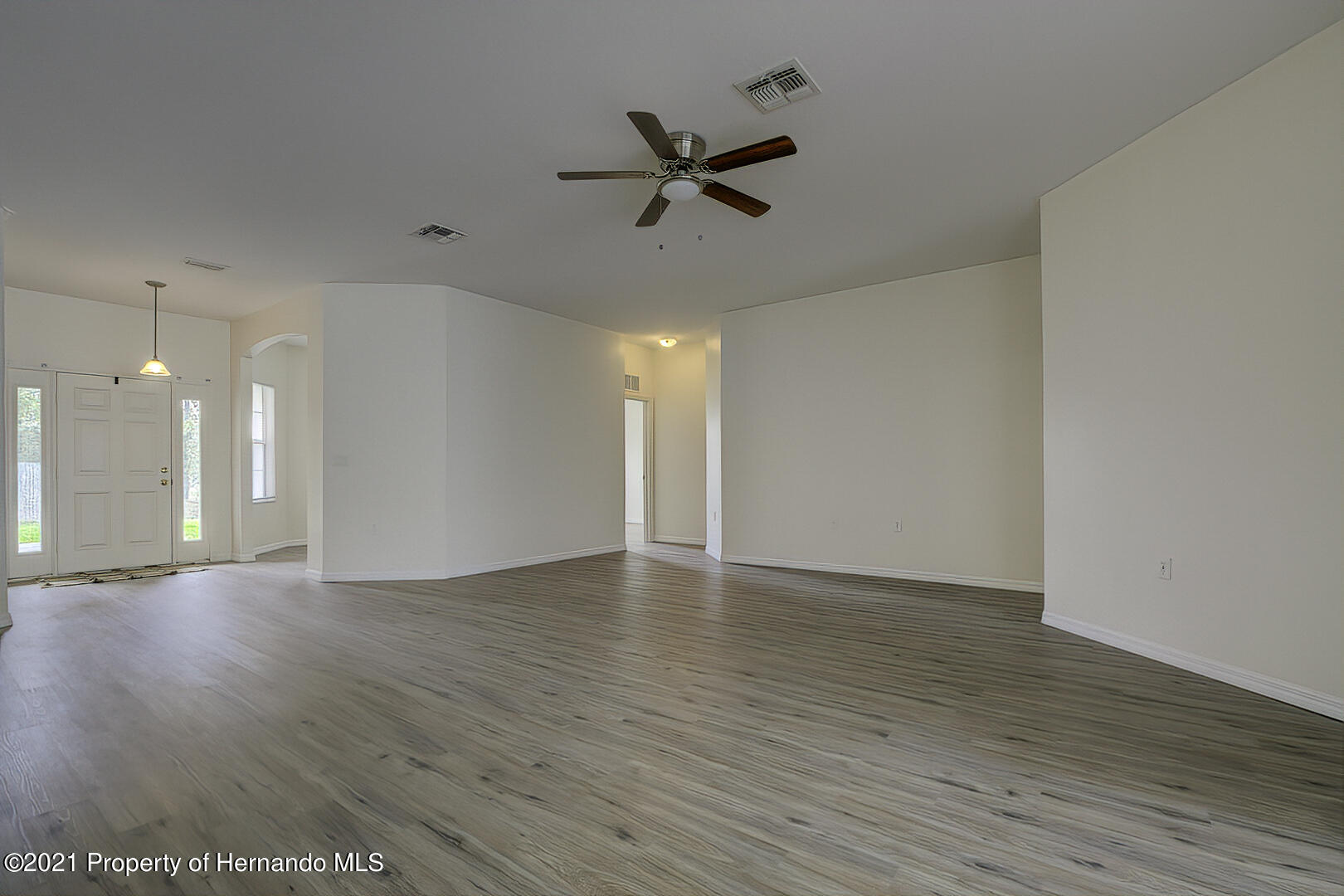 Listing photo id 12 for 7366 Galt Point