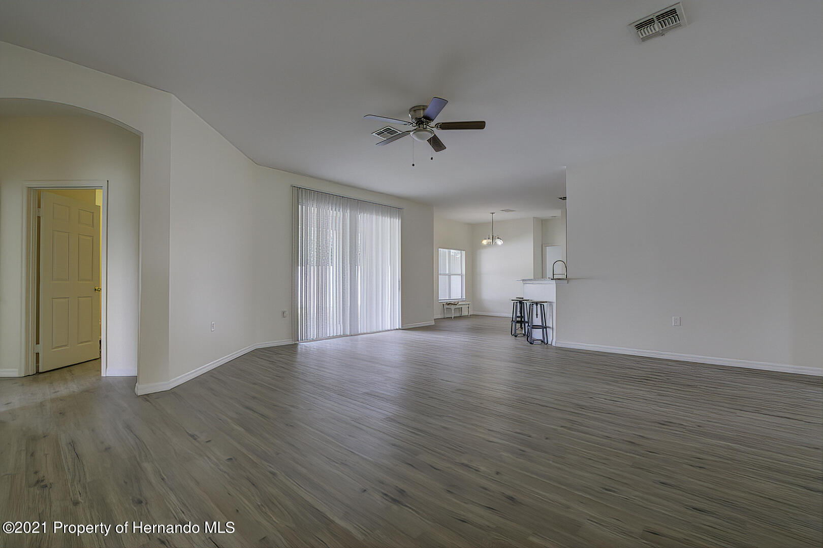 Listing photo id 15 for 7366 Galt Point