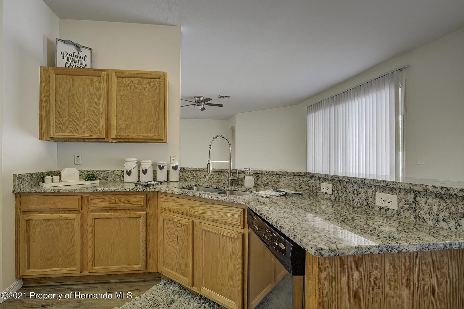 Listing photo id 21 for 7366 Galt Point