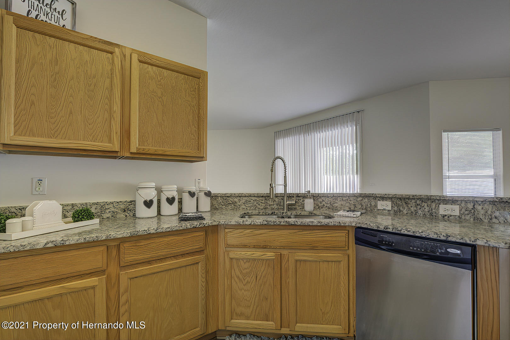 Listing photo id 22 for 7366 Galt Point
