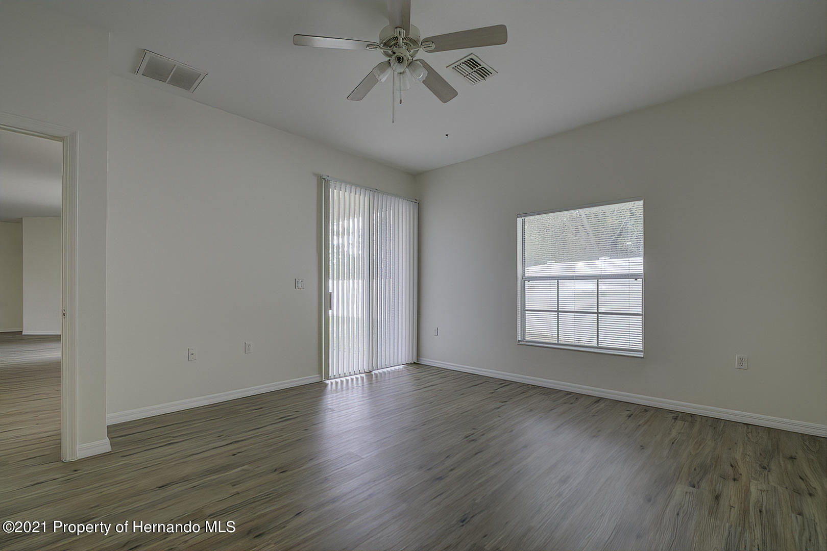 Listing photo id 28 for 7366 Galt Point