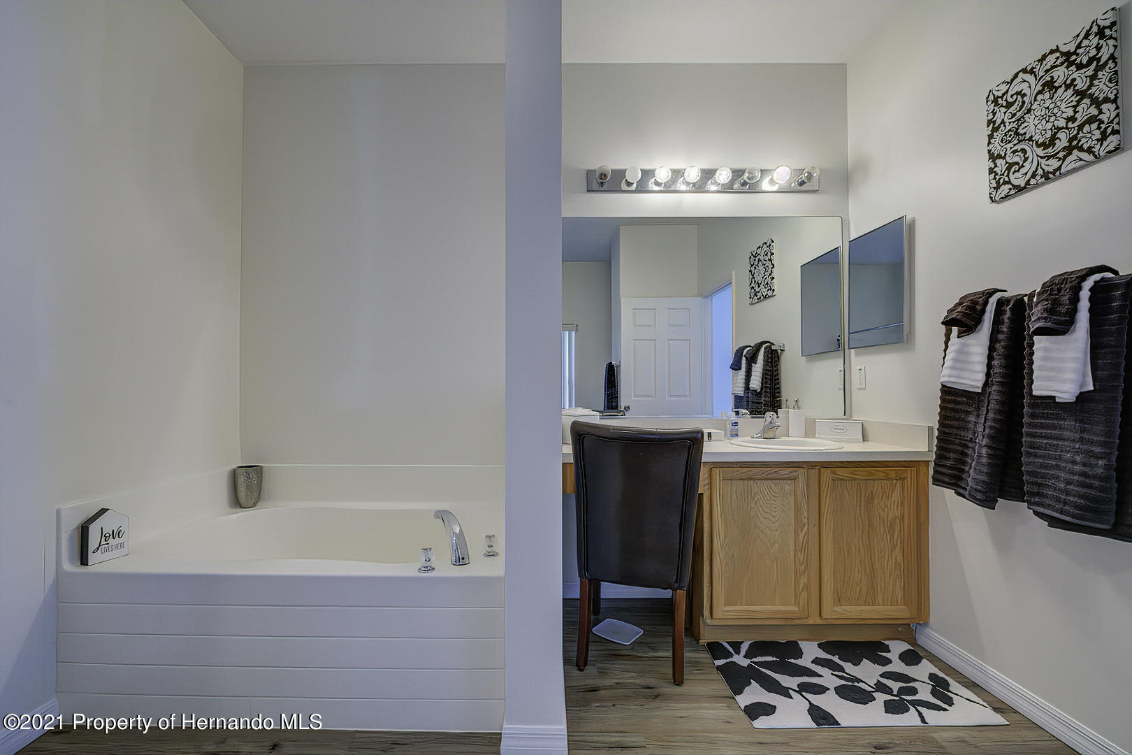 Listing photo id 33 for 7366 Galt Point