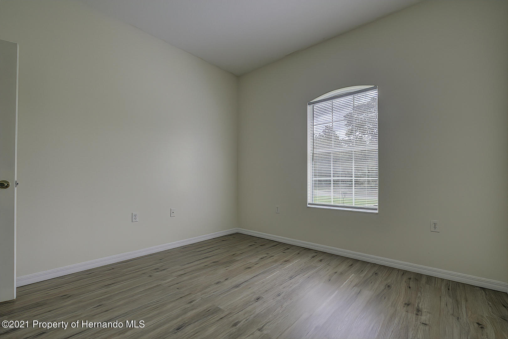 Listing photo id 38 for 7366 Galt Point