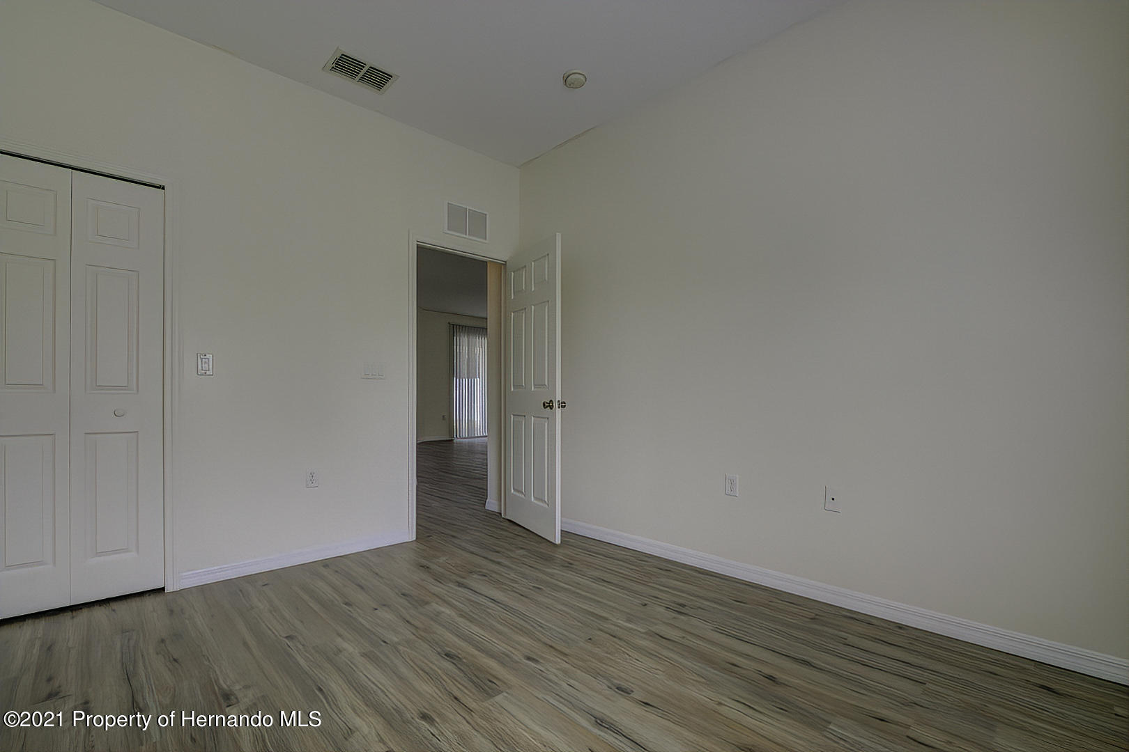 Listing photo id 39 for 7366 Galt Point