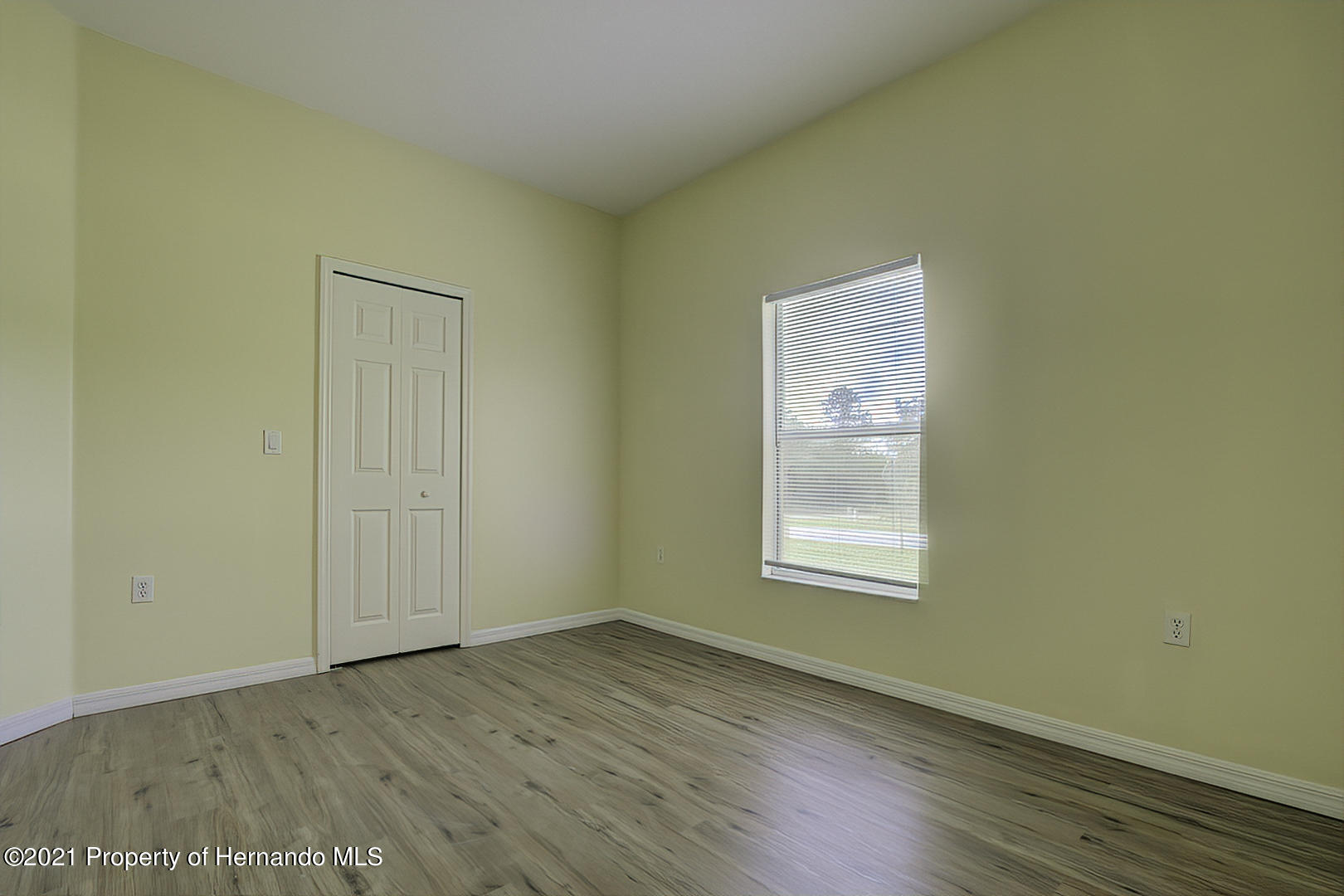 Listing photo id 40 for 7366 Galt Point