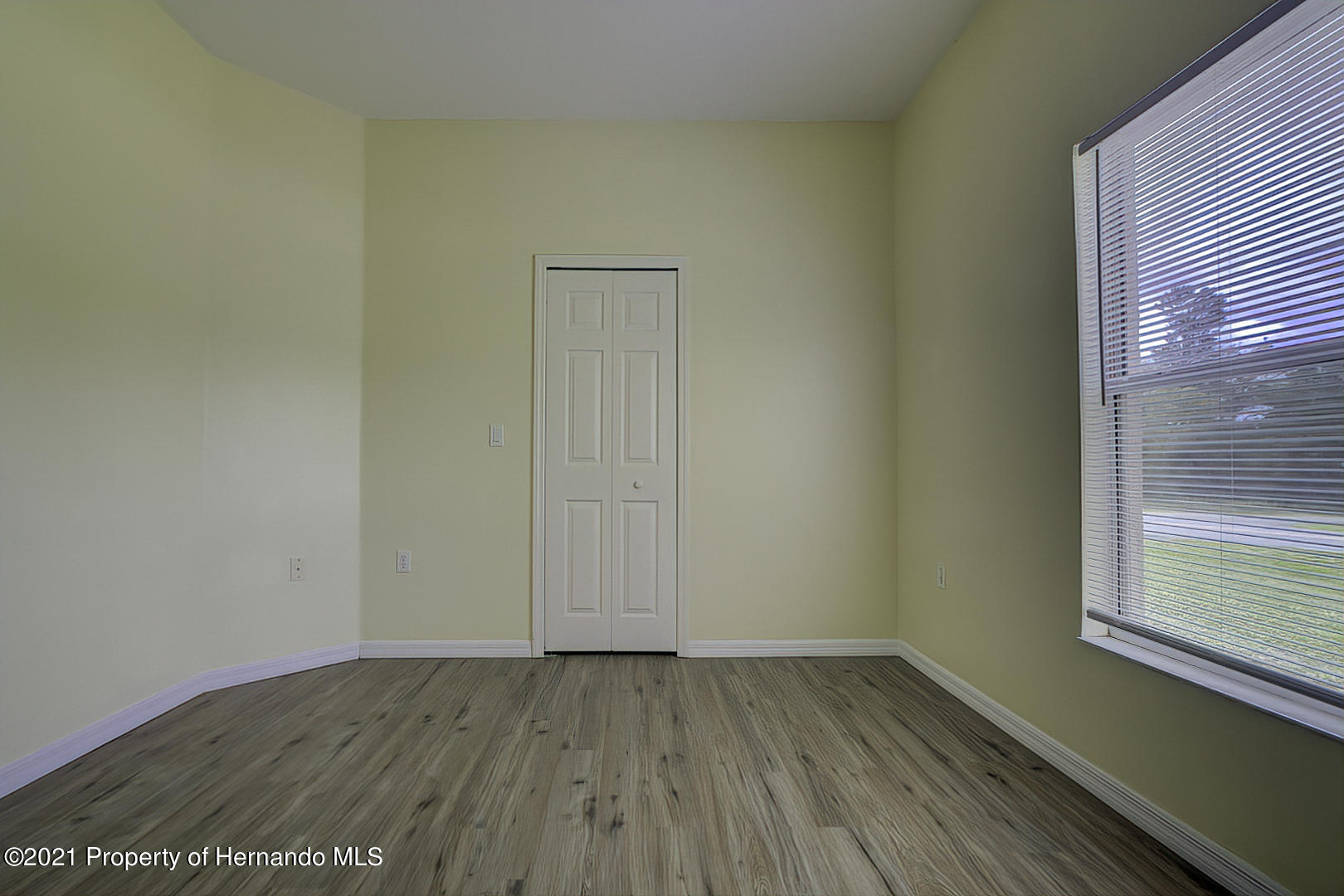 Listing photo id 41 for 7366 Galt Point