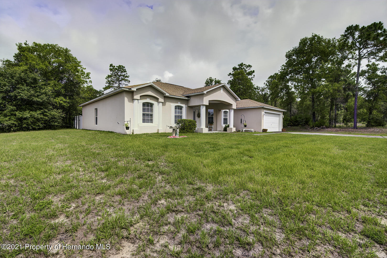 Listing photo id 3 for 7366 Galt Point