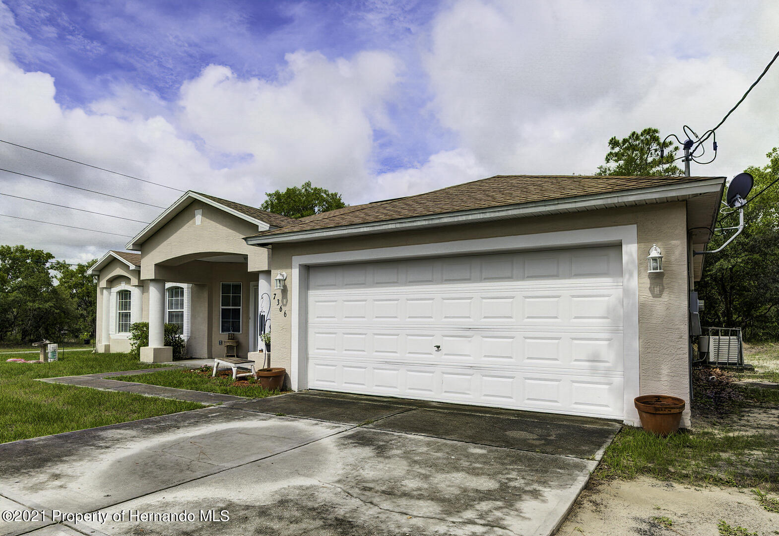 Listing photo id 2 for 7366 Galt Point