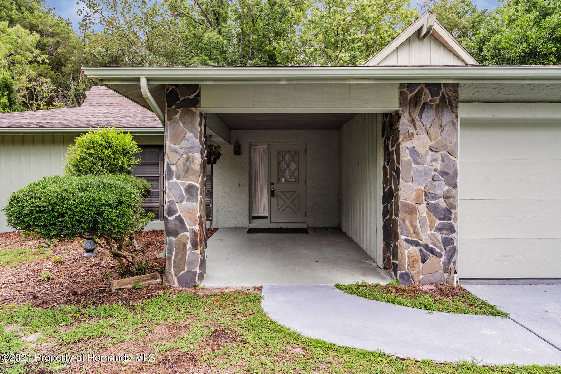 Listing photo id 2 for 52 Sycamore Circle