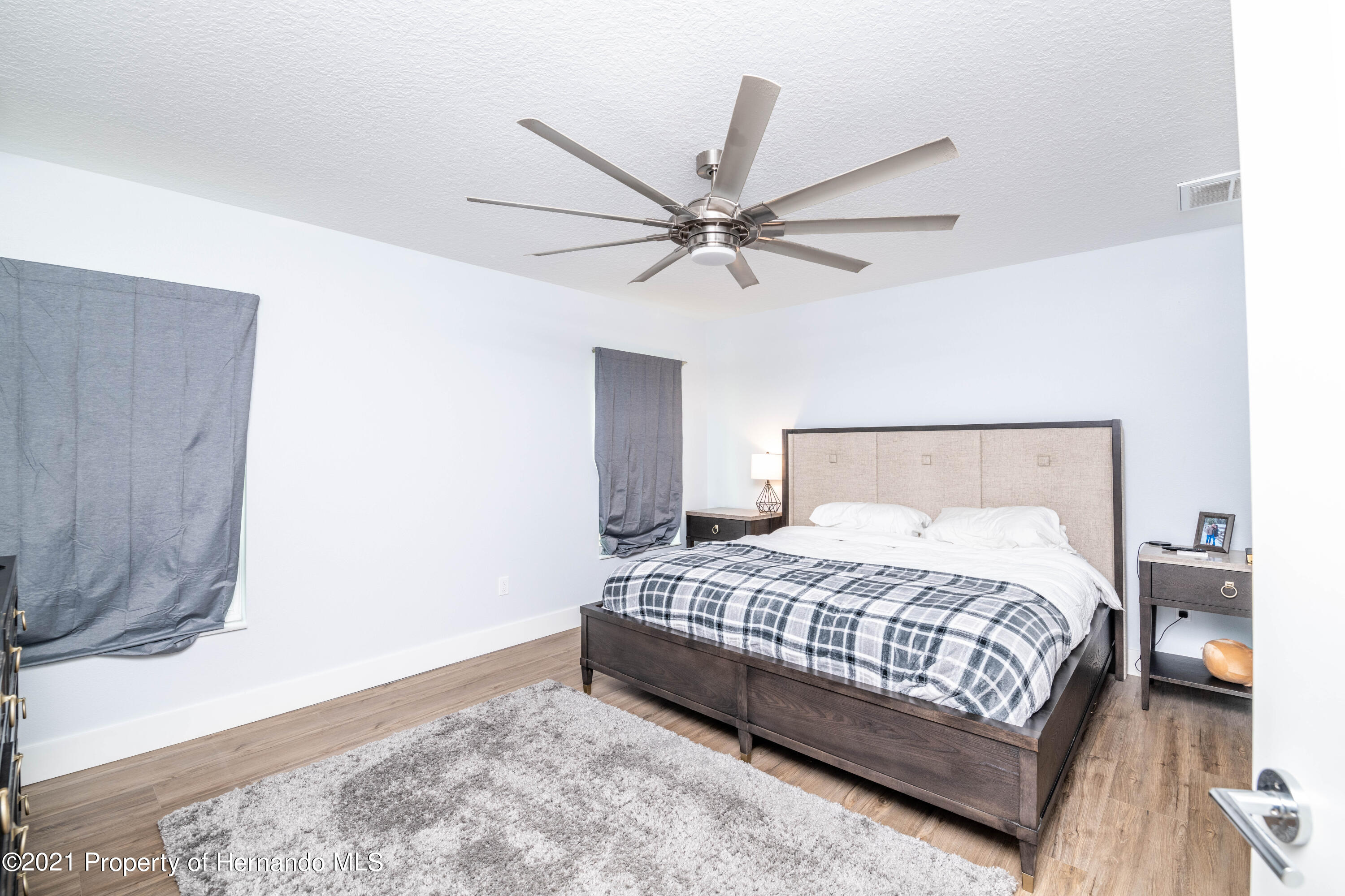 Listing photo id 15 for 2145 W Riley Drive
