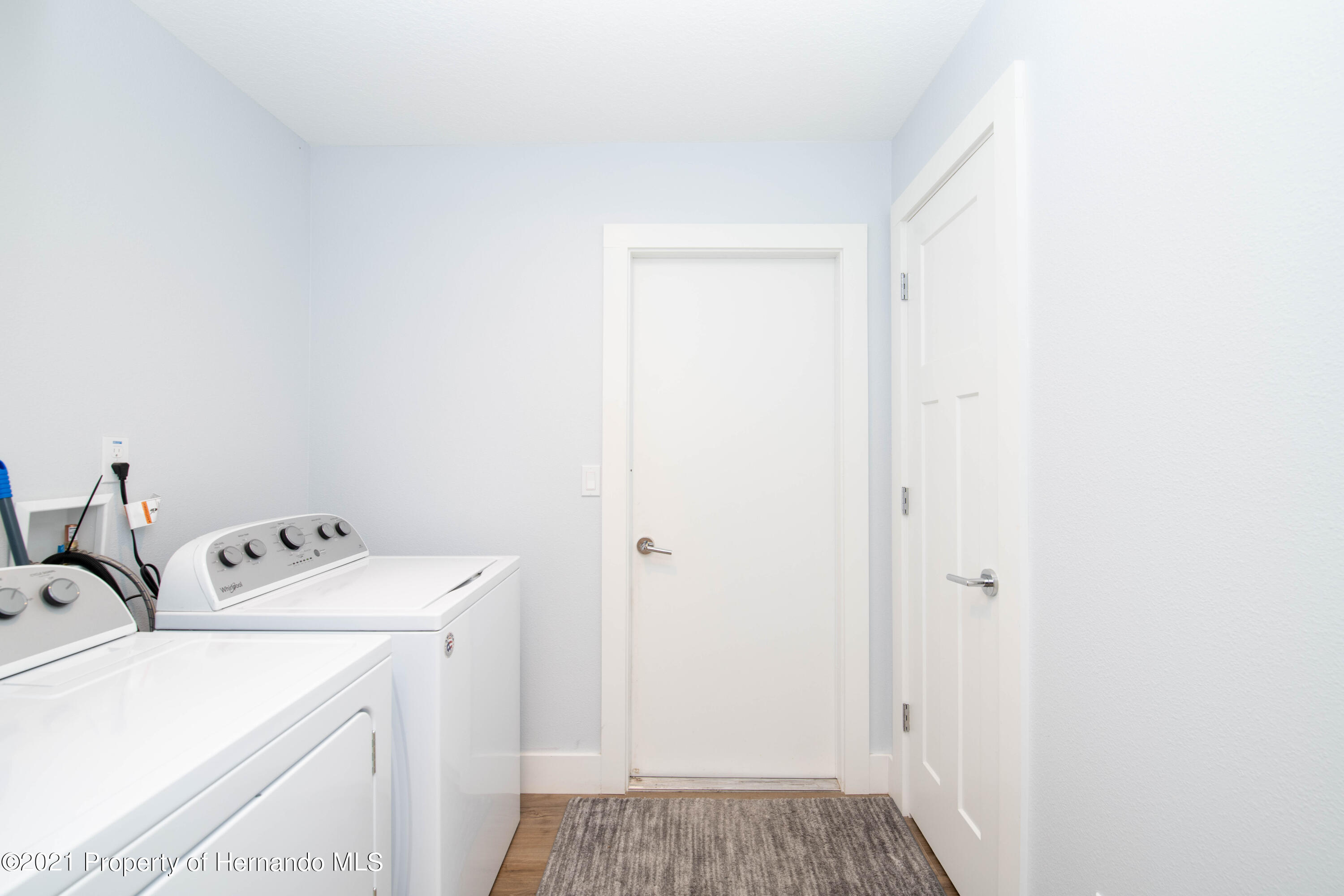 Listing photo id 25 for 2145 W Riley Drive