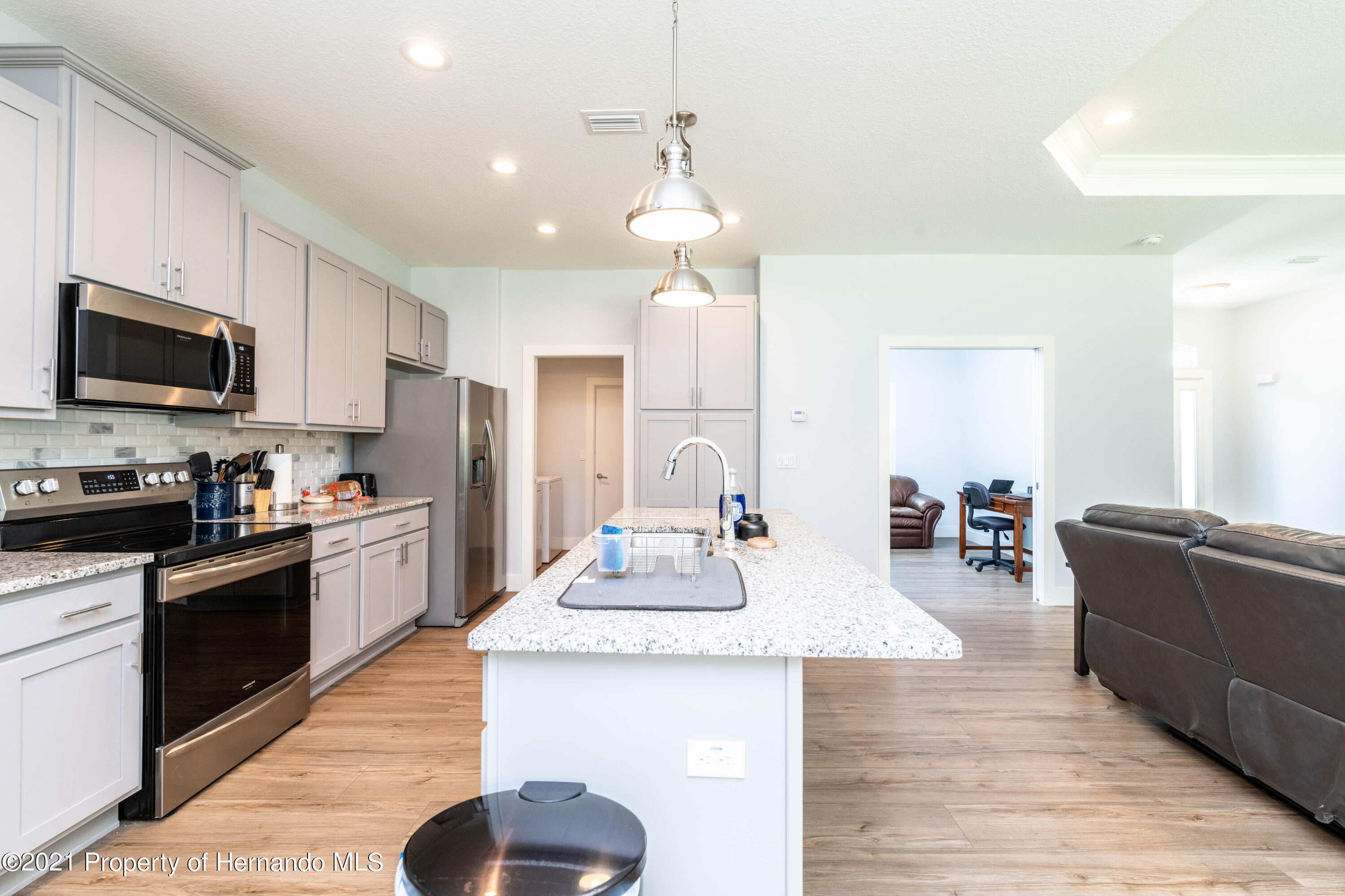 Listing photo id 7 for 2145 W Riley Drive