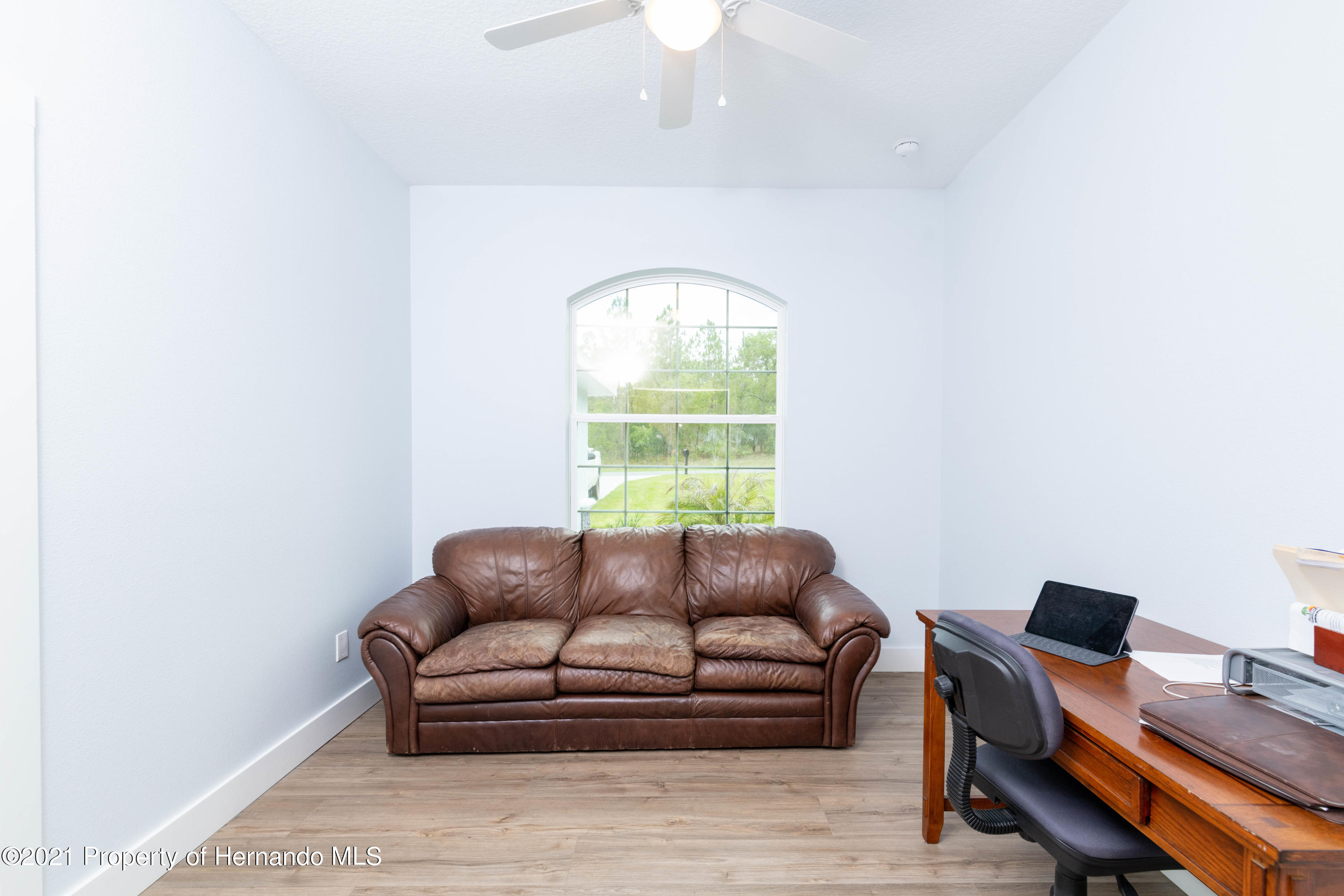 Listing photo id 11 for 2145 W Riley Drive