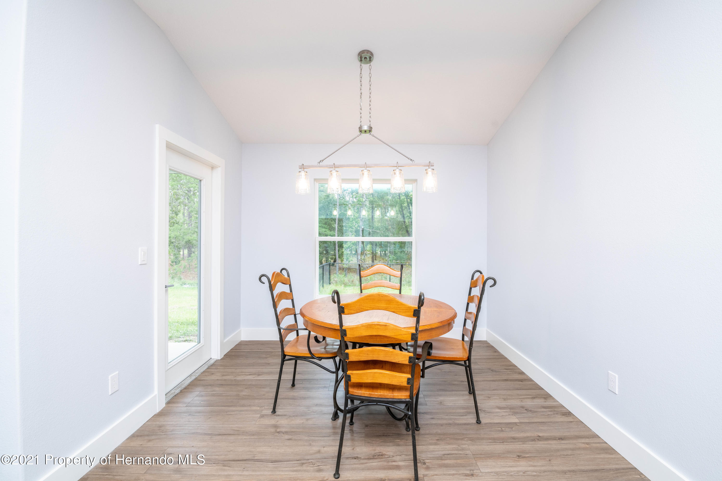 Listing photo id 9 for 2145 W Riley Drive