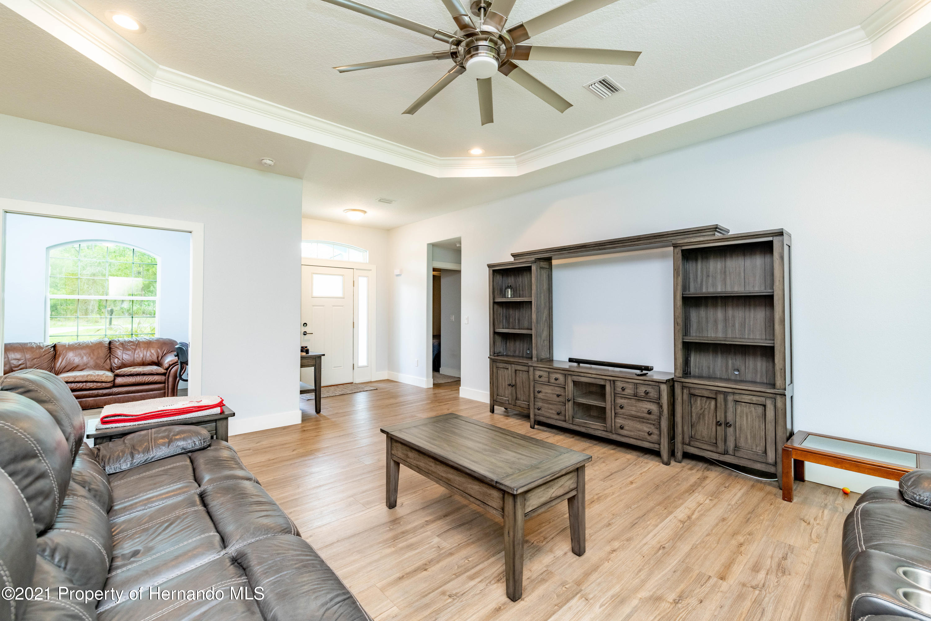 Listing photo id 4 for 2145 W Riley Drive