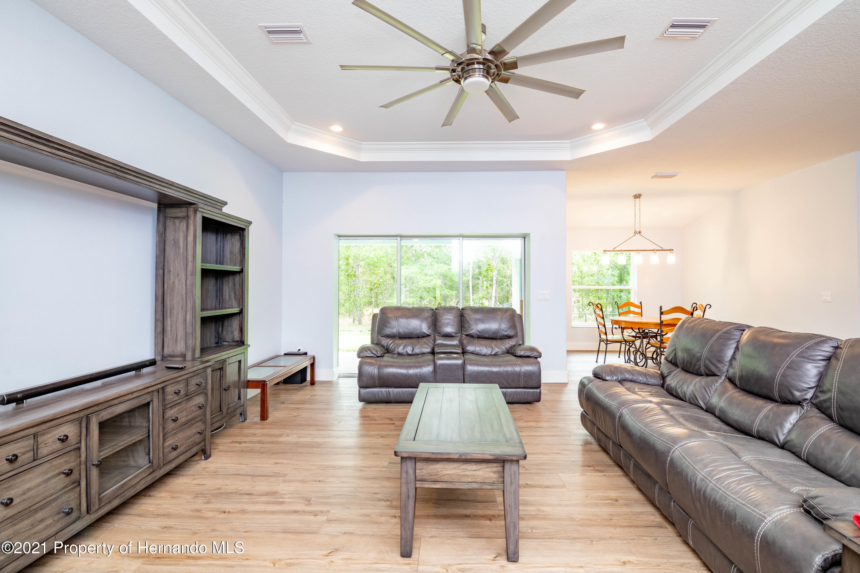 Listing photo id 3 for 2145 W Riley Drive