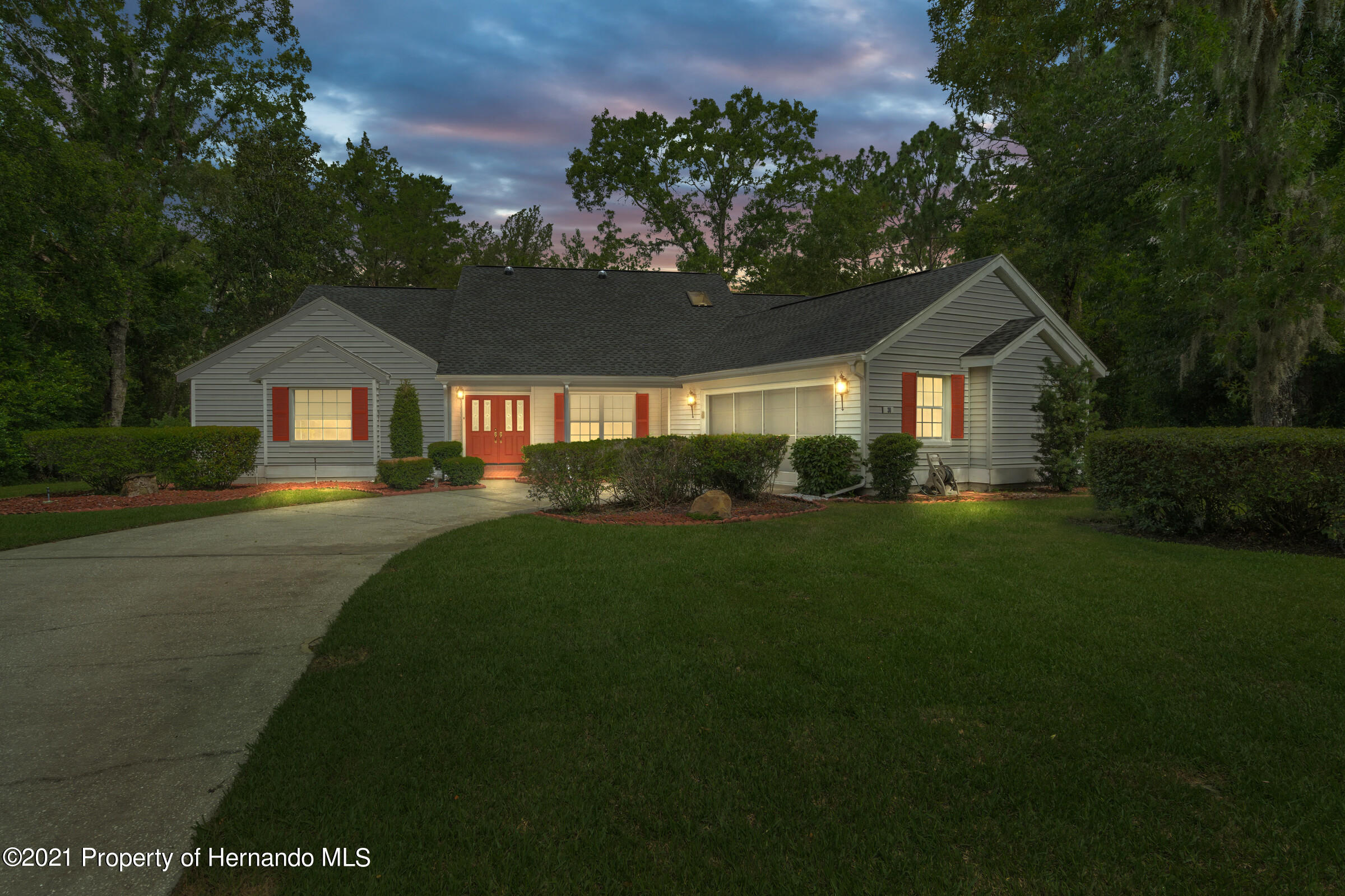 Listing photo id 3 for 36 Redbay Court