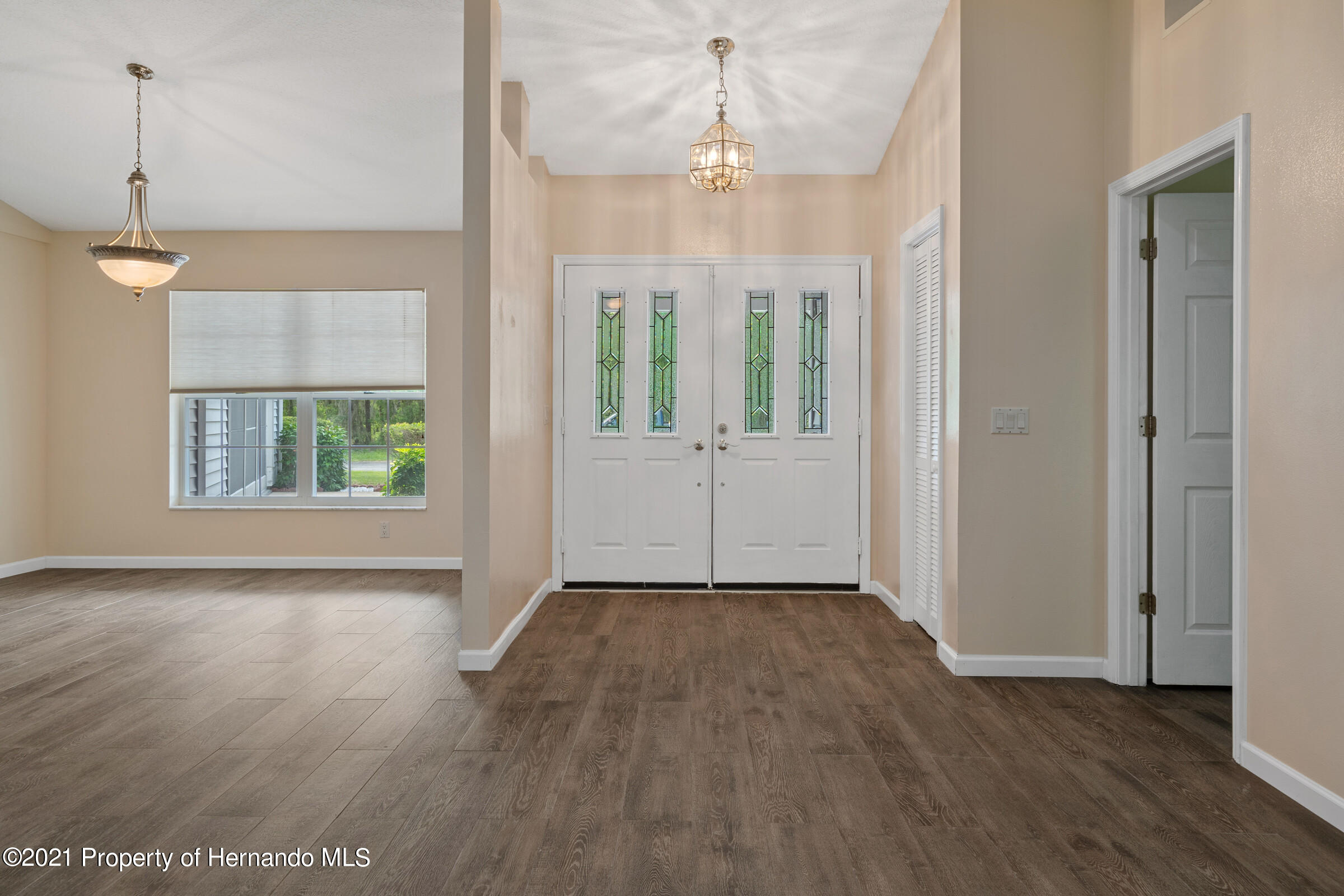 Listing photo id 5 for 36 Redbay Court
