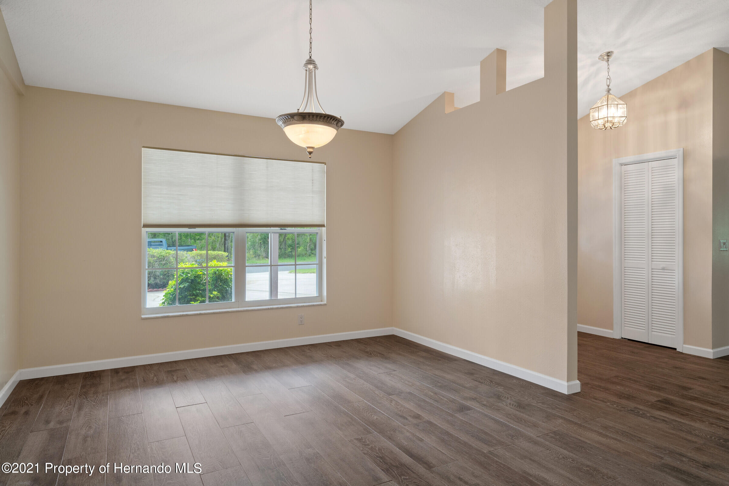 Listing photo id 7 for 36 Redbay Court