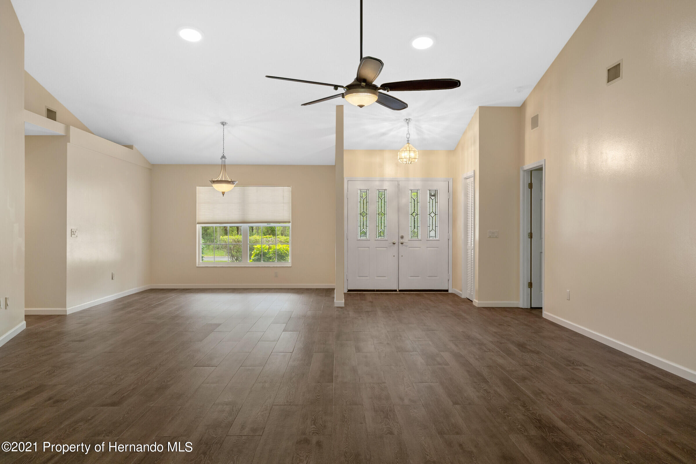 Listing photo id 10 for 36 Redbay Court