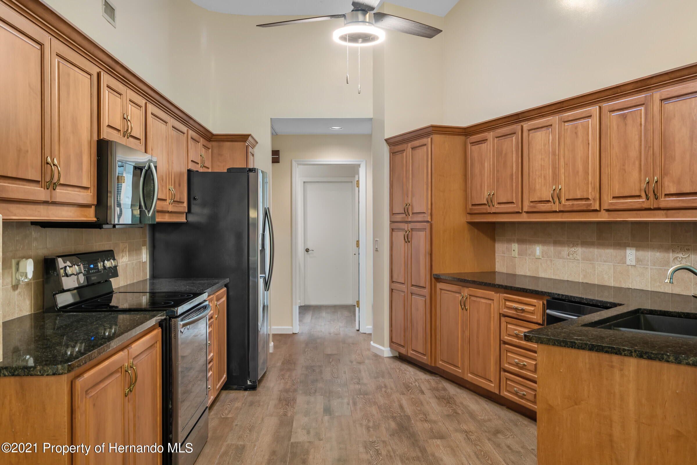 Listing photo id 11 for 36 Redbay Court
