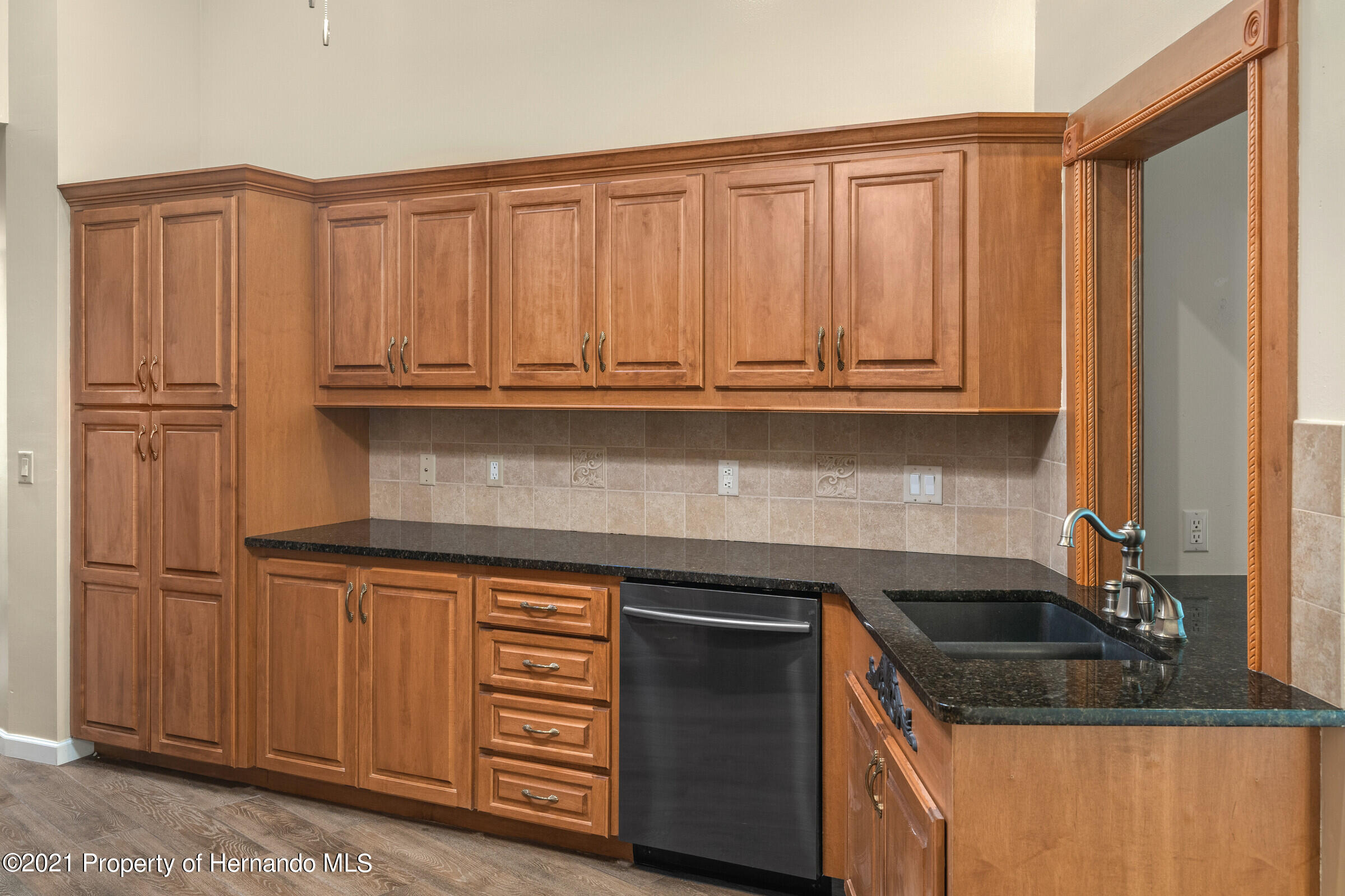 Listing photo id 12 for 36 Redbay Court
