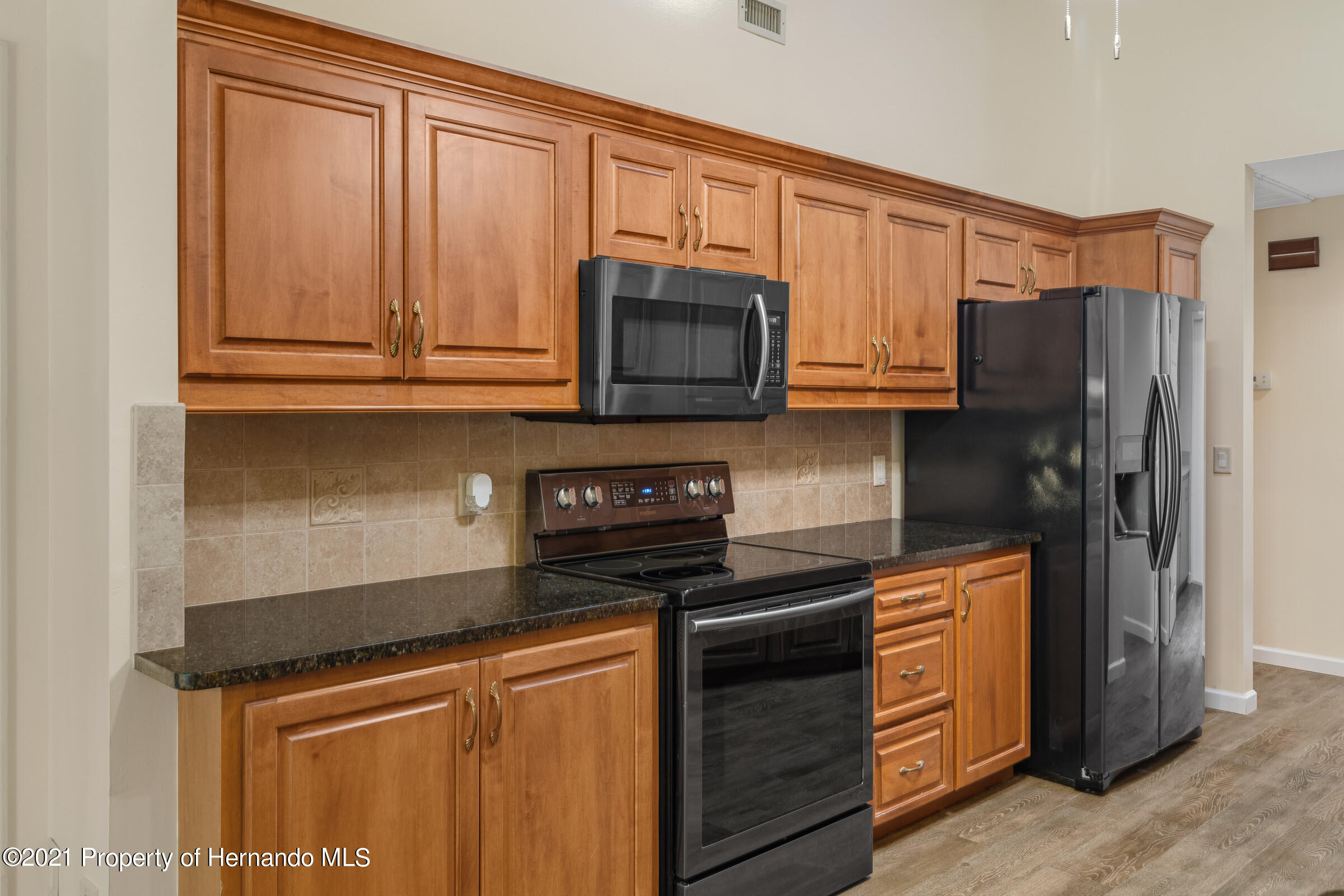 Listing photo id 13 for 36 Redbay Court