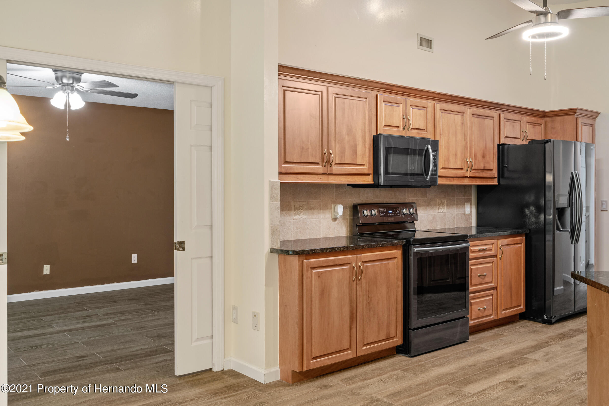 Listing photo id 14 for 36 Redbay Court