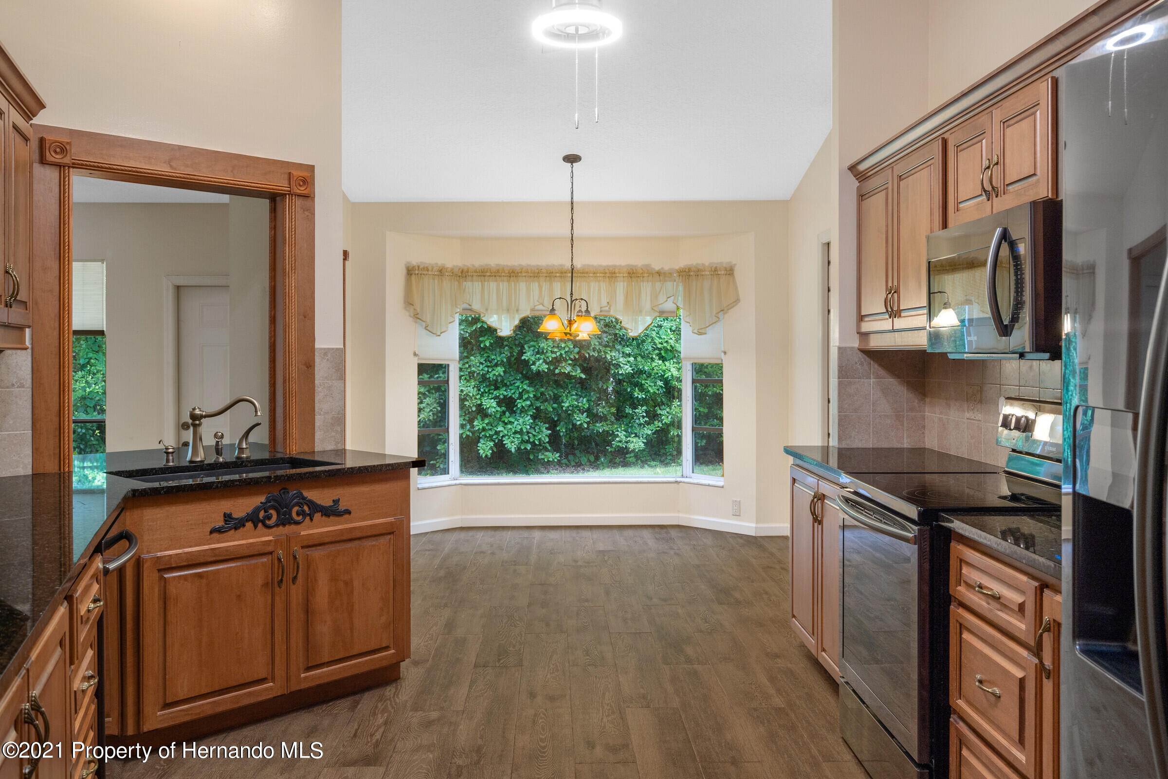 Listing photo id 15 for 36 Redbay Court