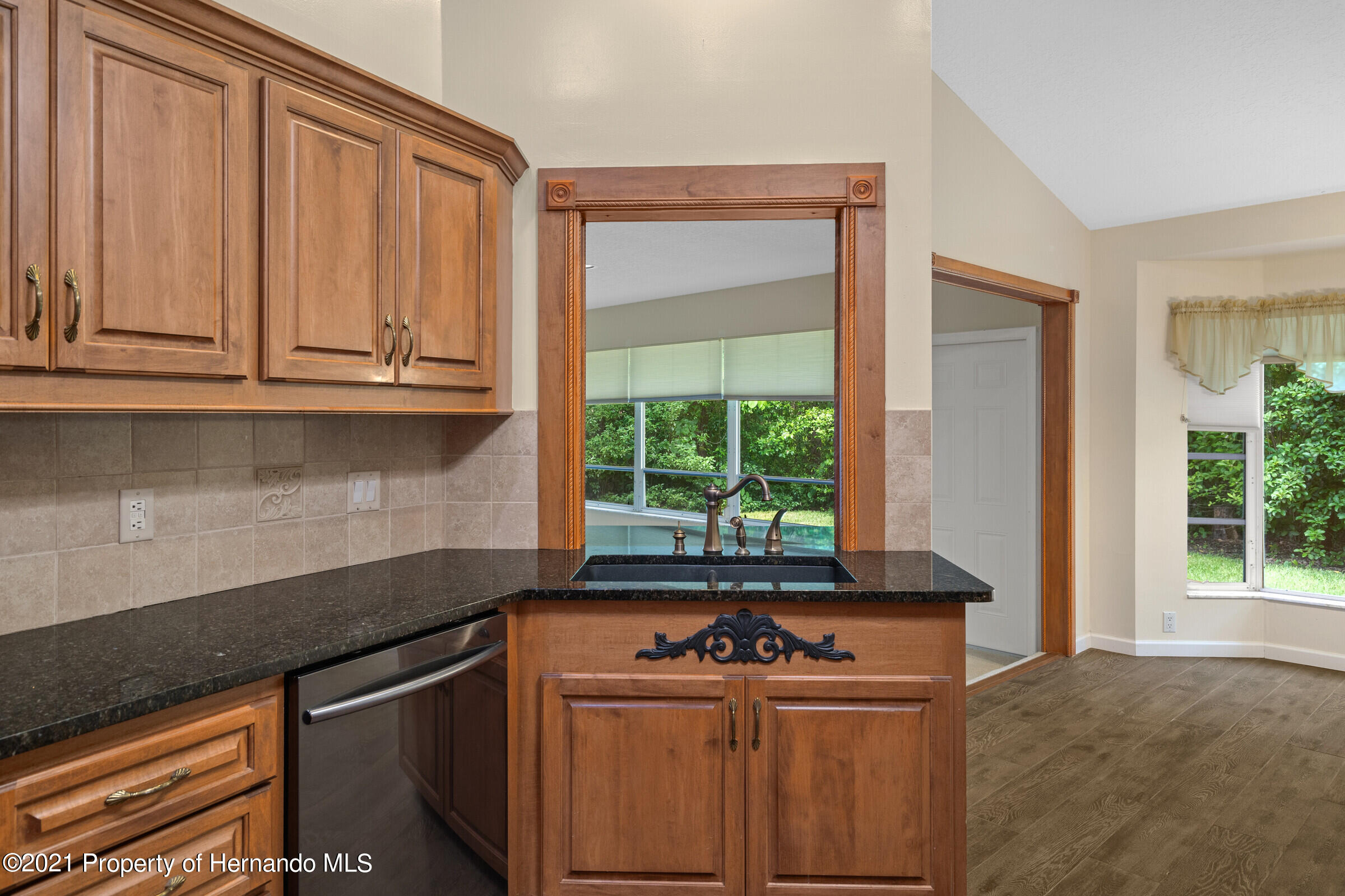 Listing photo id 16 for 36 Redbay Court