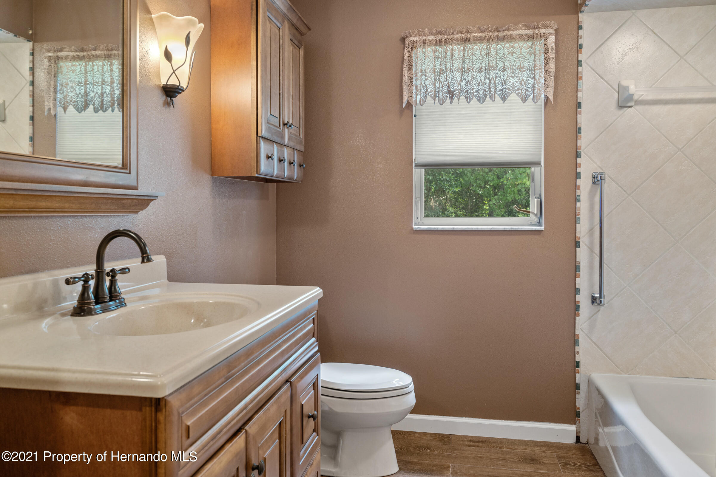 Listing photo id 20 for 36 Redbay Court
