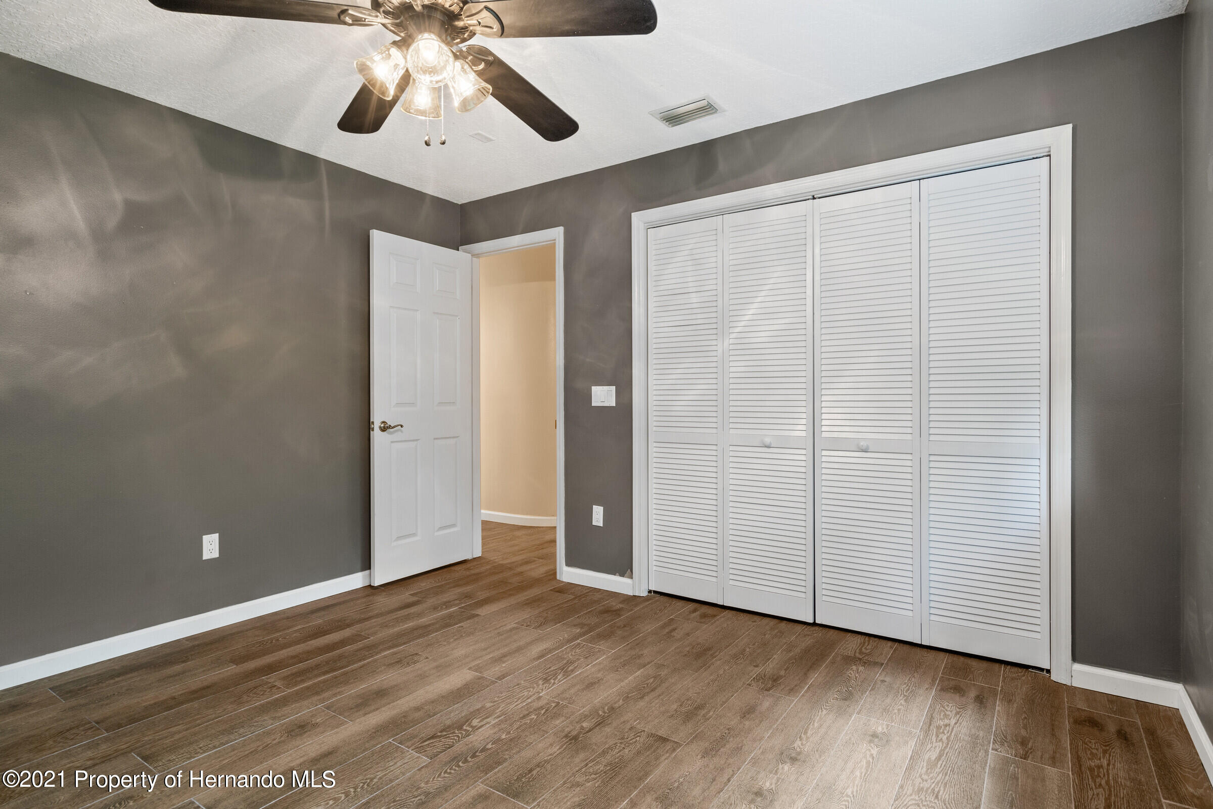 Listing photo id 22 for 36 Redbay Court