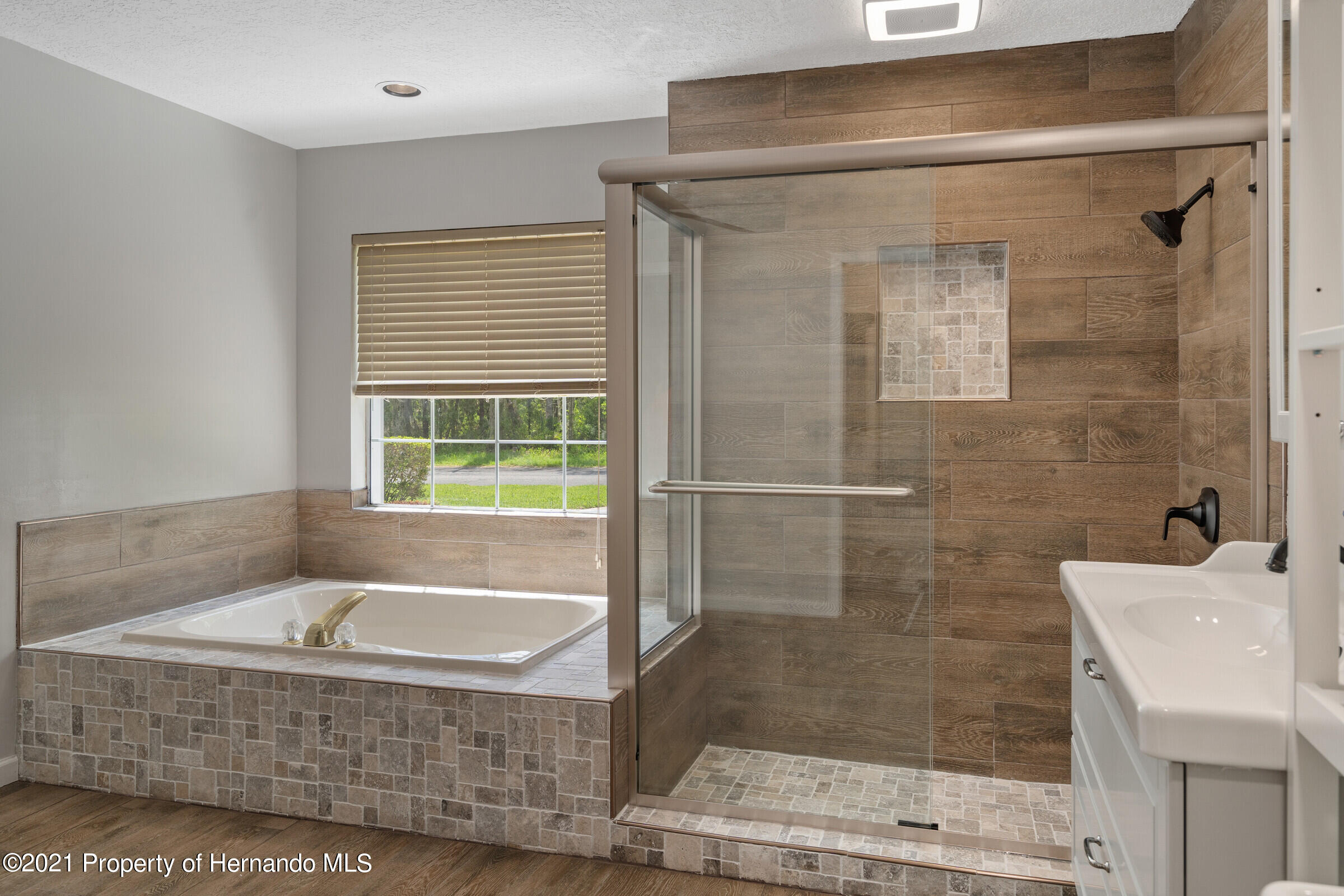 Listing photo id 29 for 36 Redbay Court