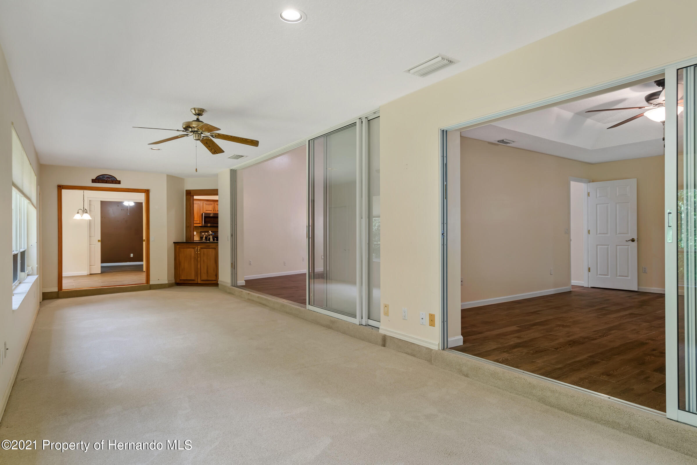 Listing photo id 32 for 36 Redbay Court