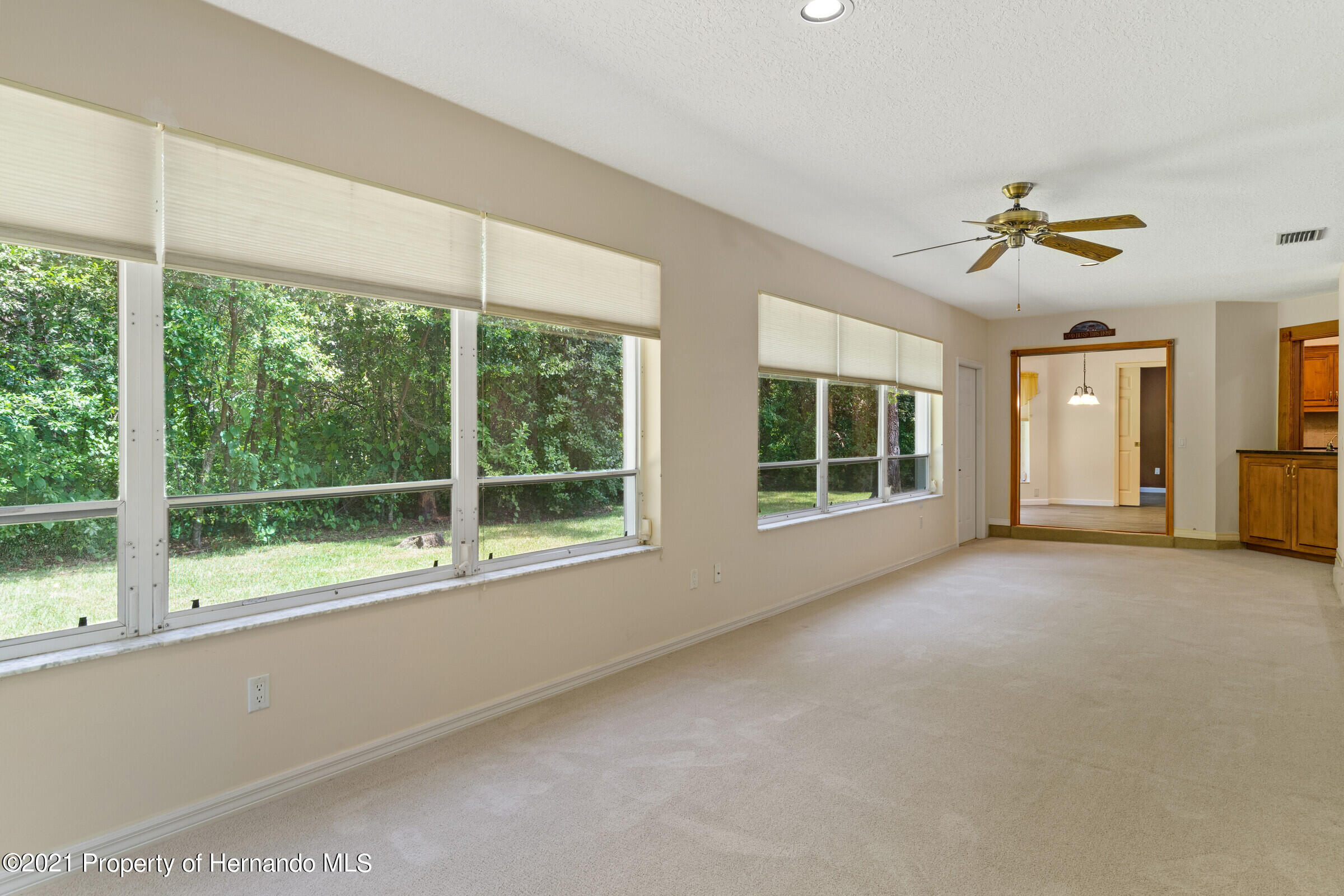 Listing photo id 33 for 36 Redbay Court
