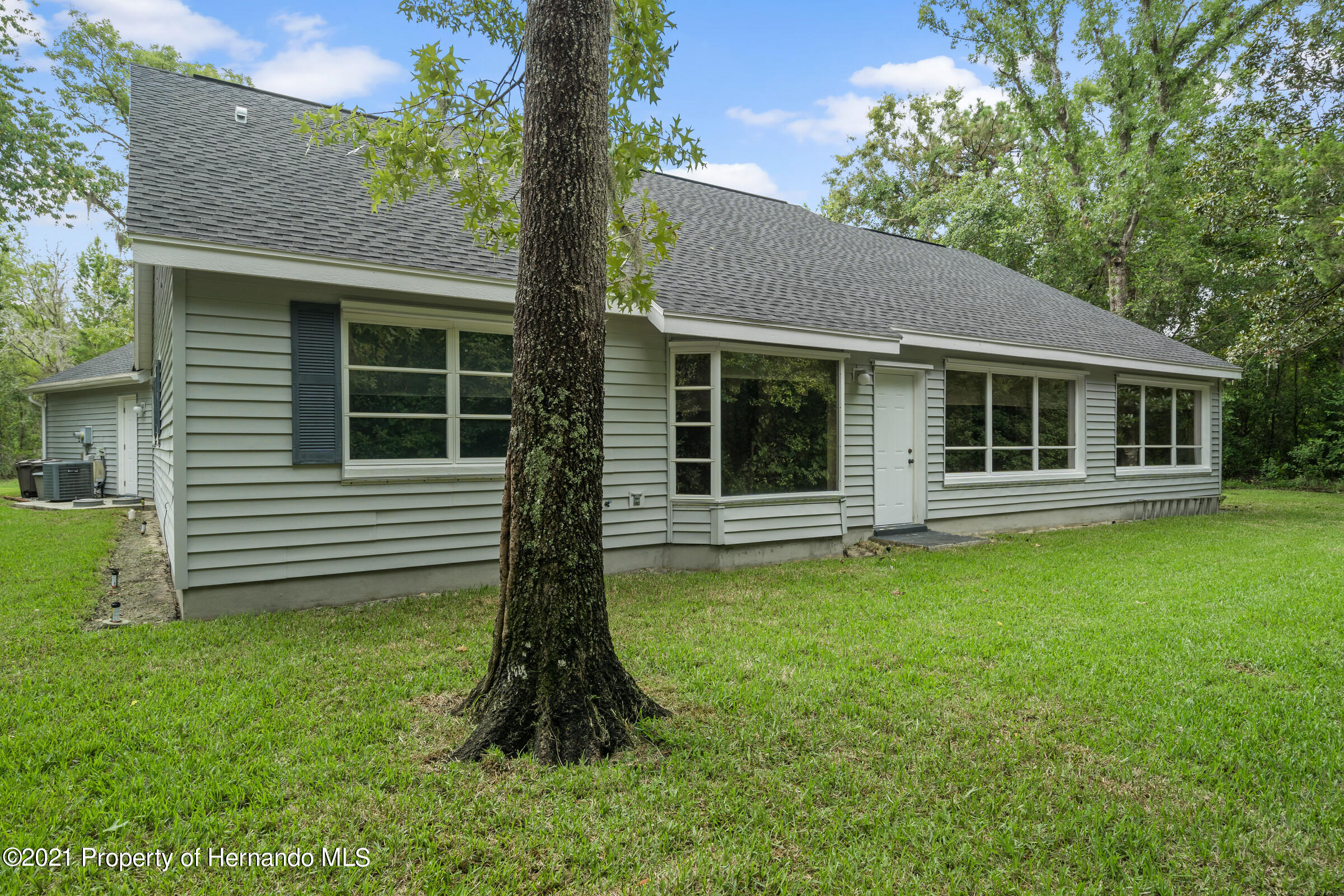 Listing photo id 38 for 36 Redbay Court