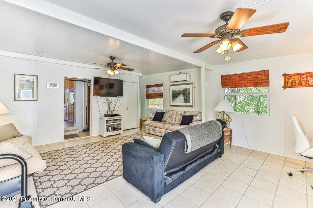 Listing photo id 12 for 3083 Sunset Vista Drive