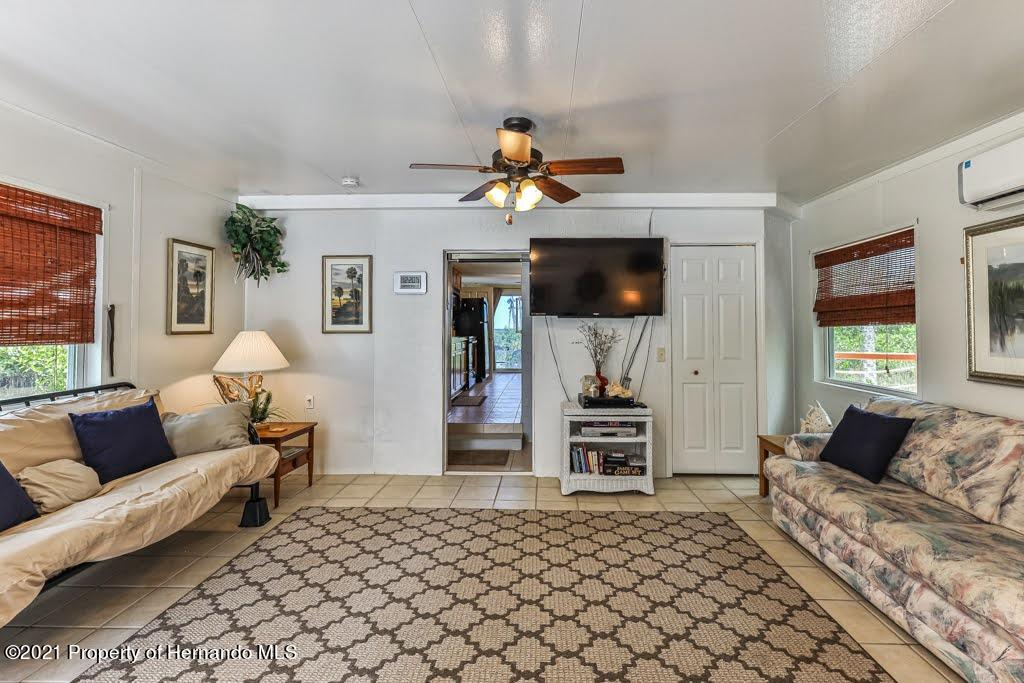 Listing photo id 13 for 3083 Sunset Vista Drive